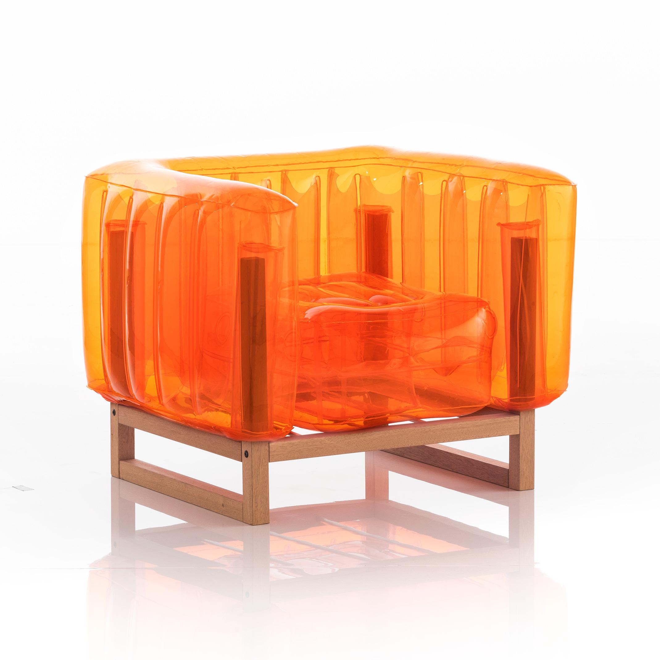 Fauteuil tpu orange cristal cadre en bois