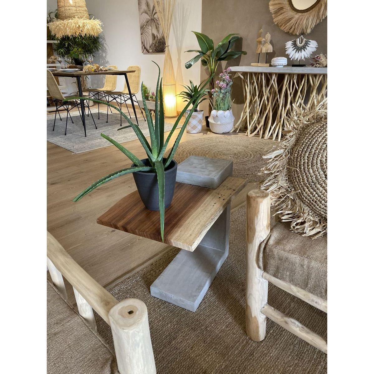 Bout de canapé en béton avec plateau en bois de teck