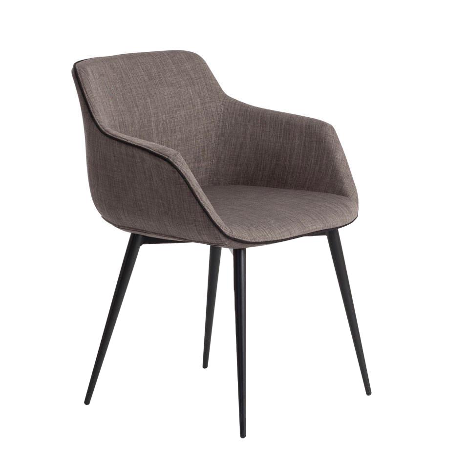 Chaise en tissu capitonné gris et pieds en acier noir