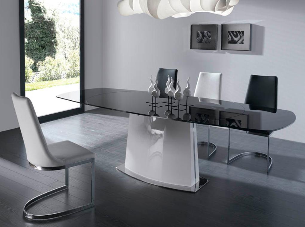 Chaise effet cuir noire avec pieds en acier