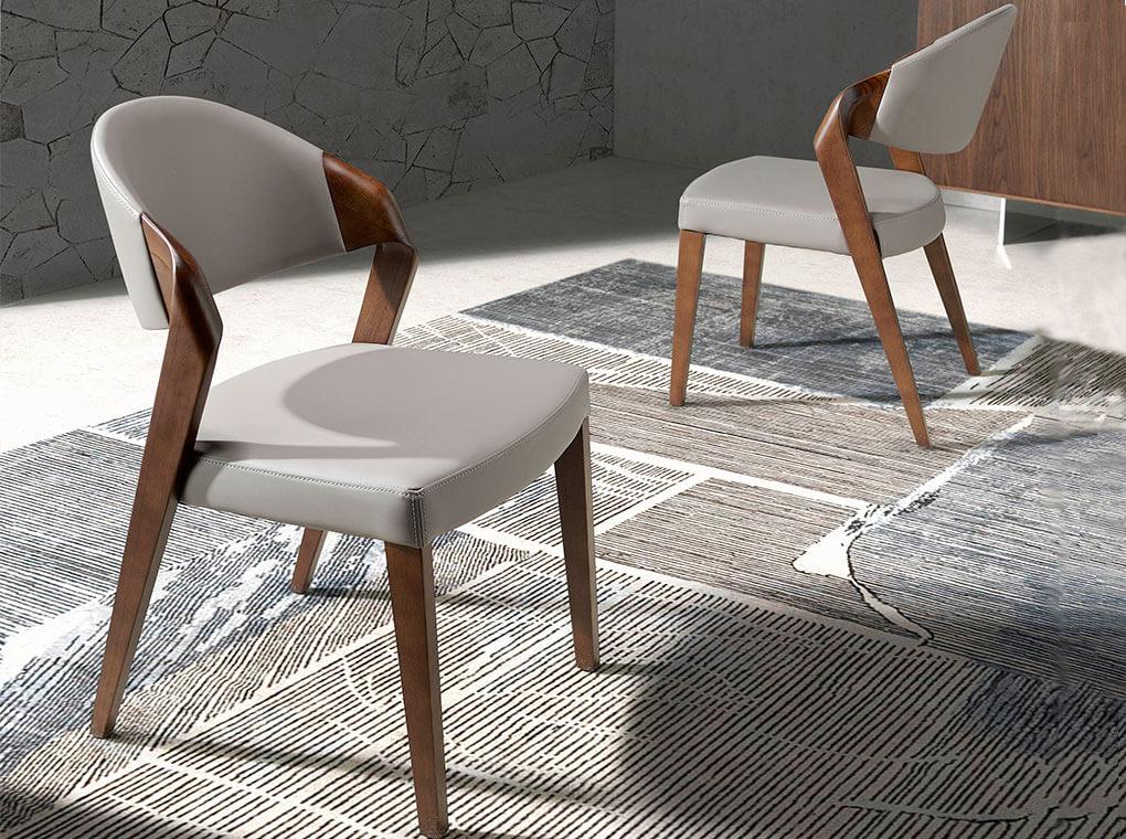 Chaise design effet cuir taupe et pieds plaqués noyer