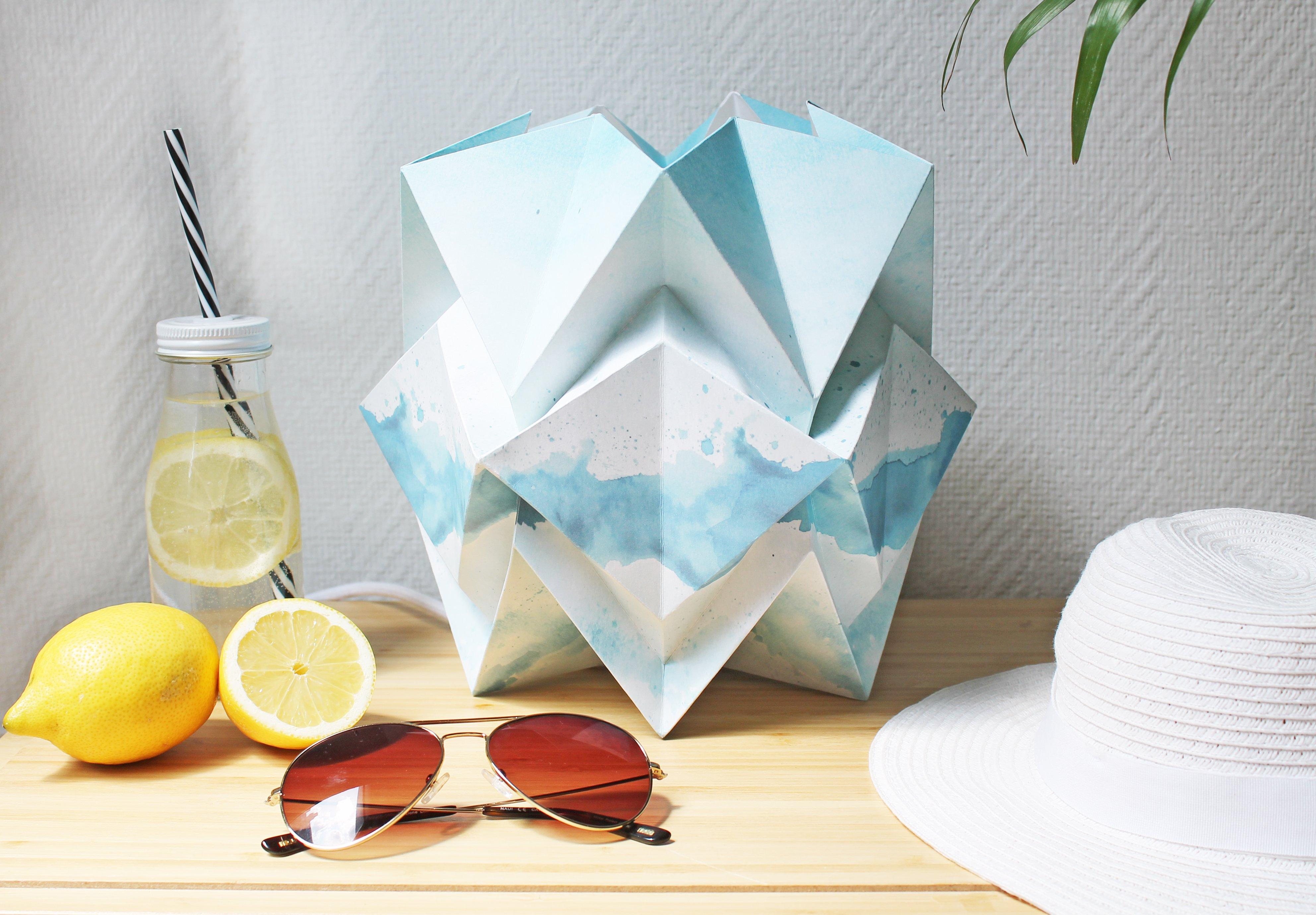 Lampe de table origami en papier motif été taille M
