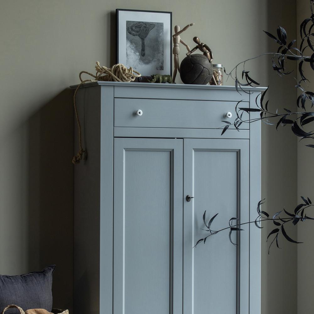 Armoire vintage pin massif gris béton