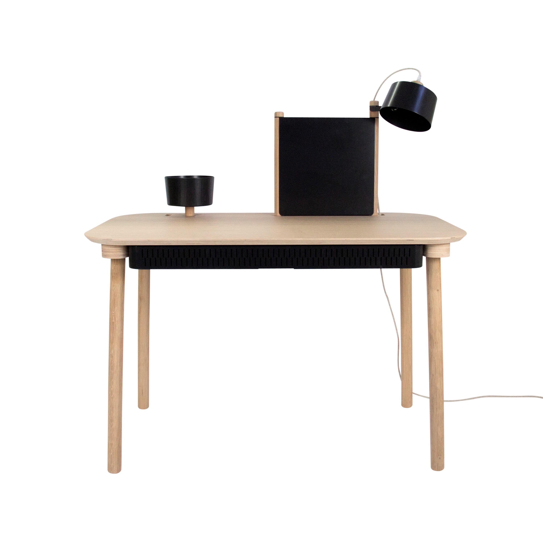 Bureau chêne avec tiroir, bol, lampe et séparateur noir