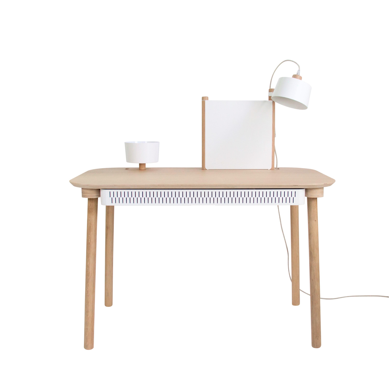 Bureau chêne avec tiroir, bol, lampe et séparateur blanc