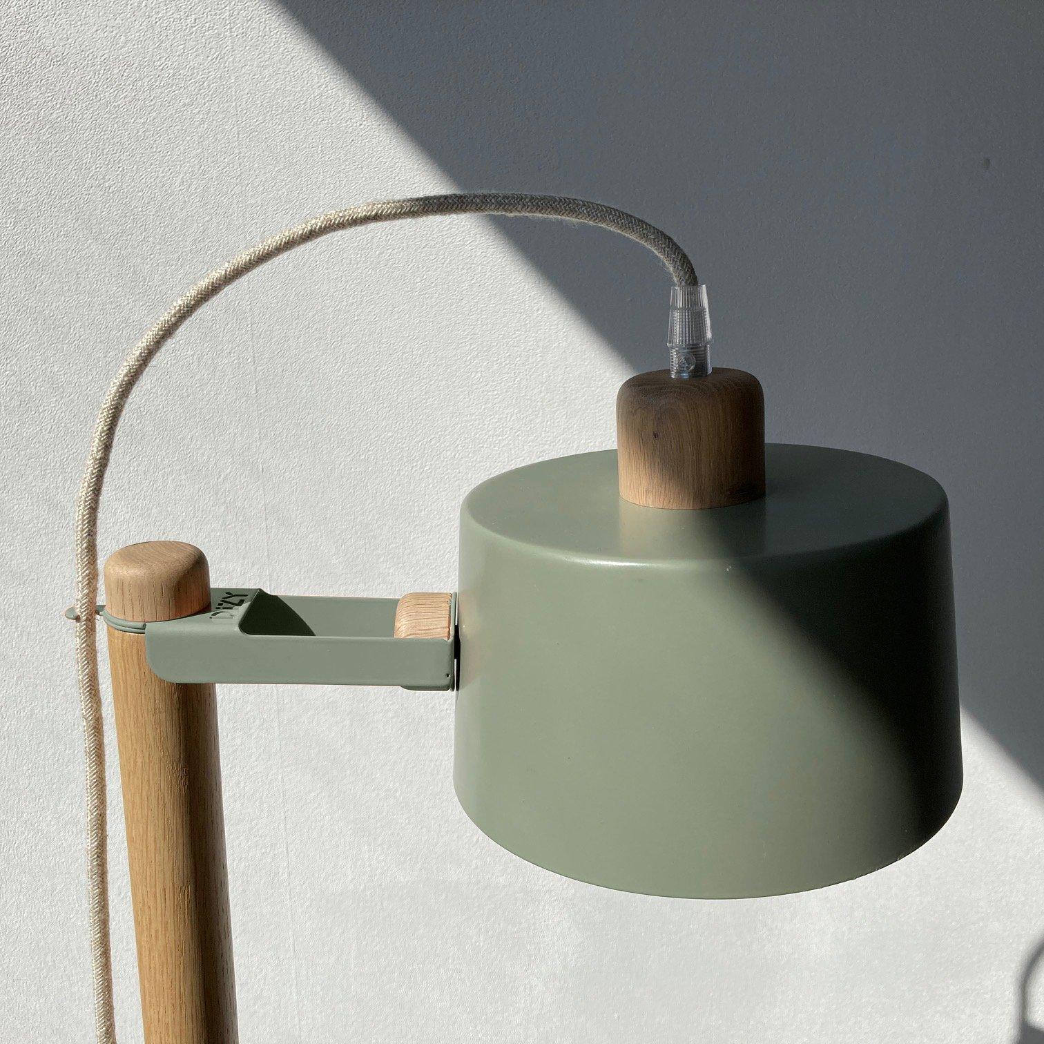 Lampe à poser en chêne et métal vert