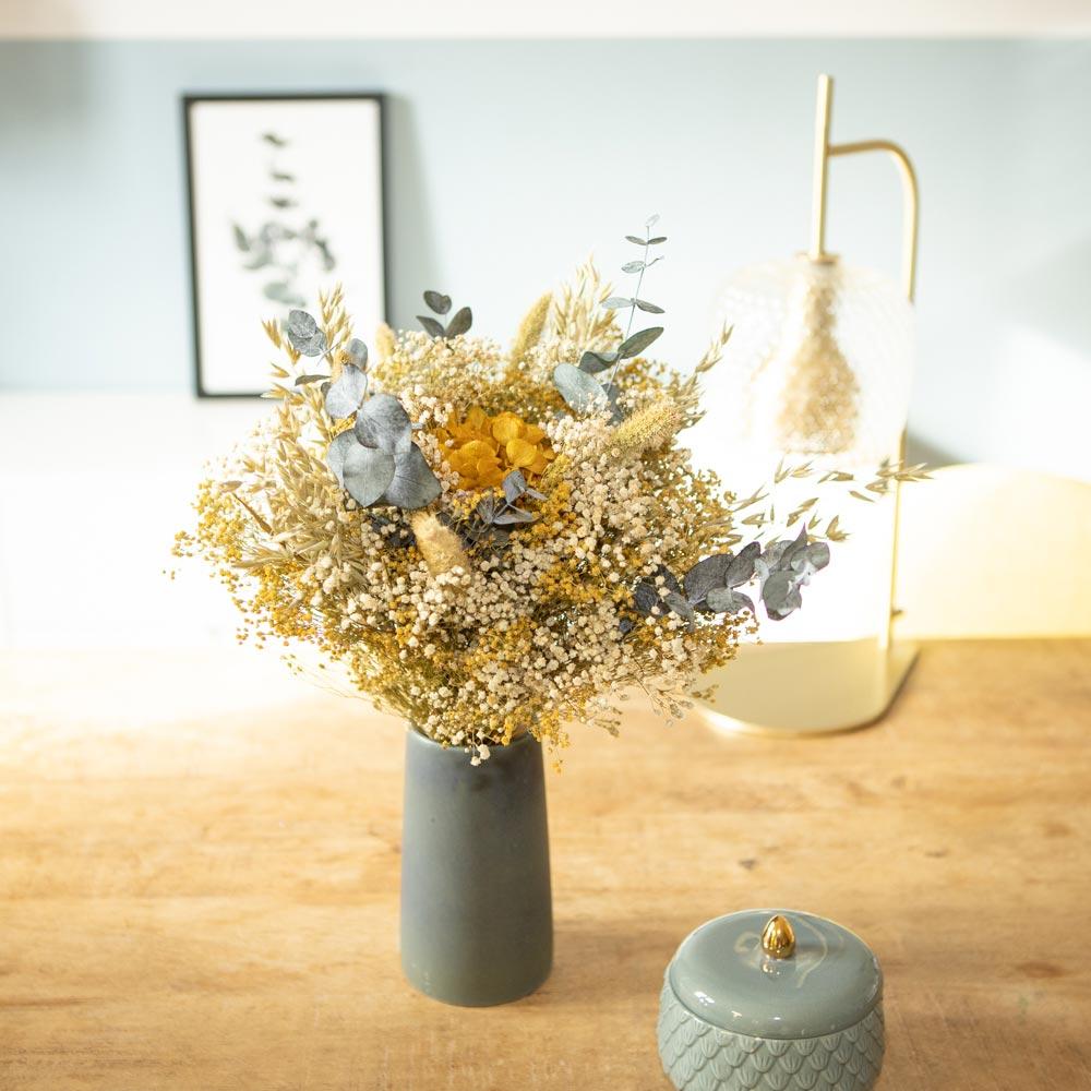 Bouquet de fleurs séchées jaunes