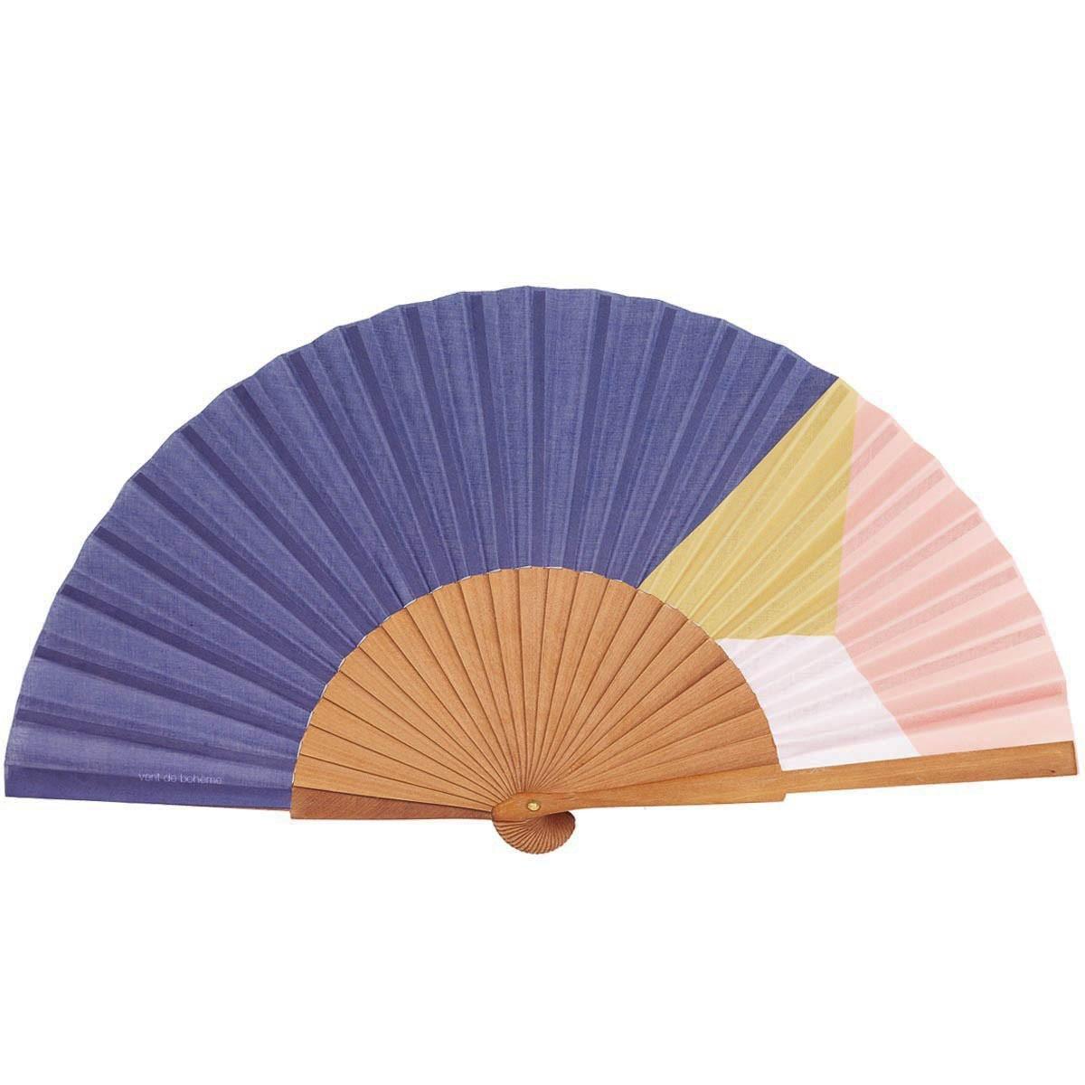 Éventail en bois de merisier et coton imprimé indigo