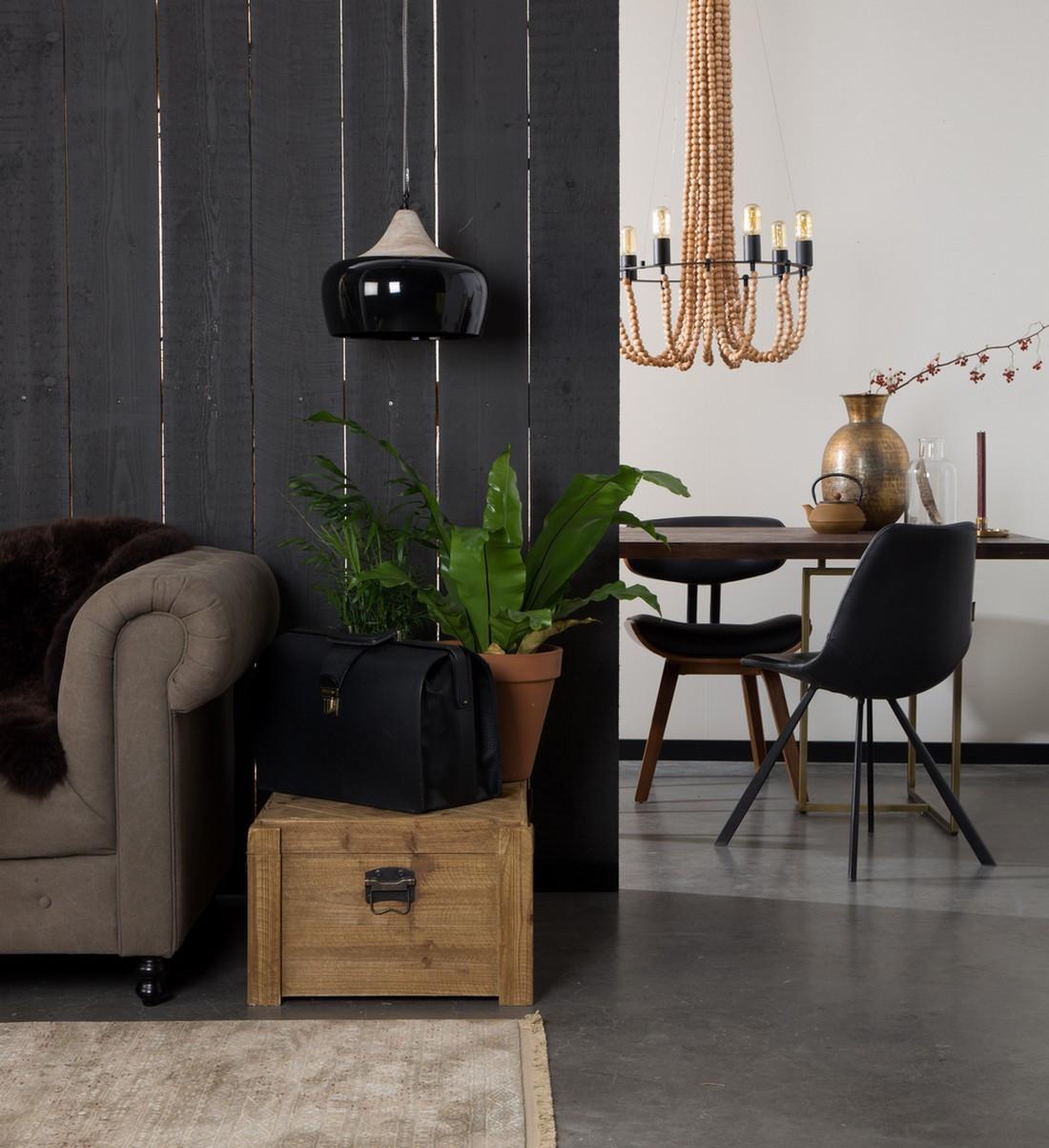 Chaise de repas aspect cuir noir vintage