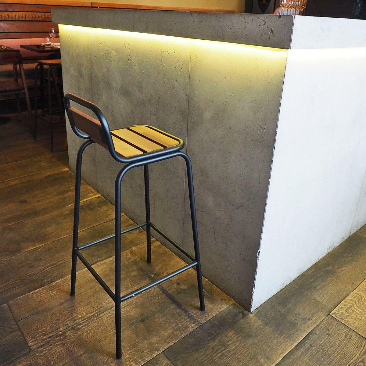 Chaise de bar esprit industriel bois clair