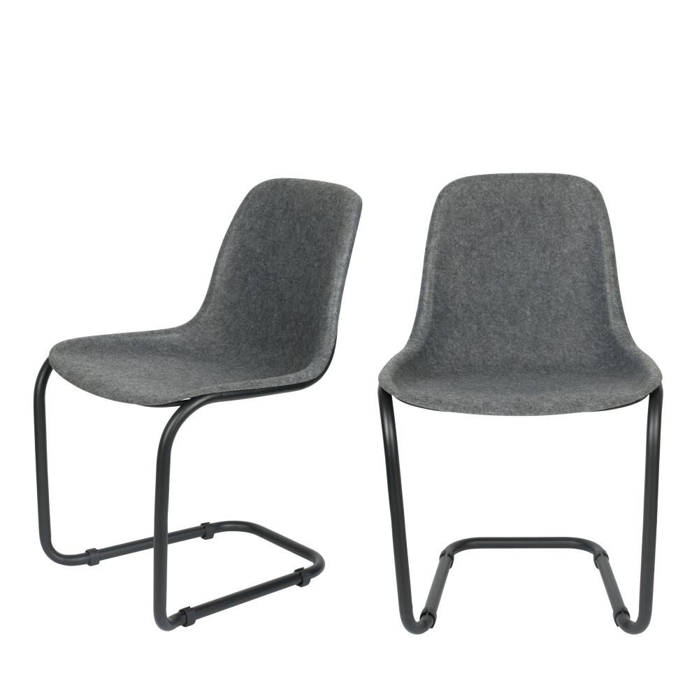 2 chaises en plastique gris