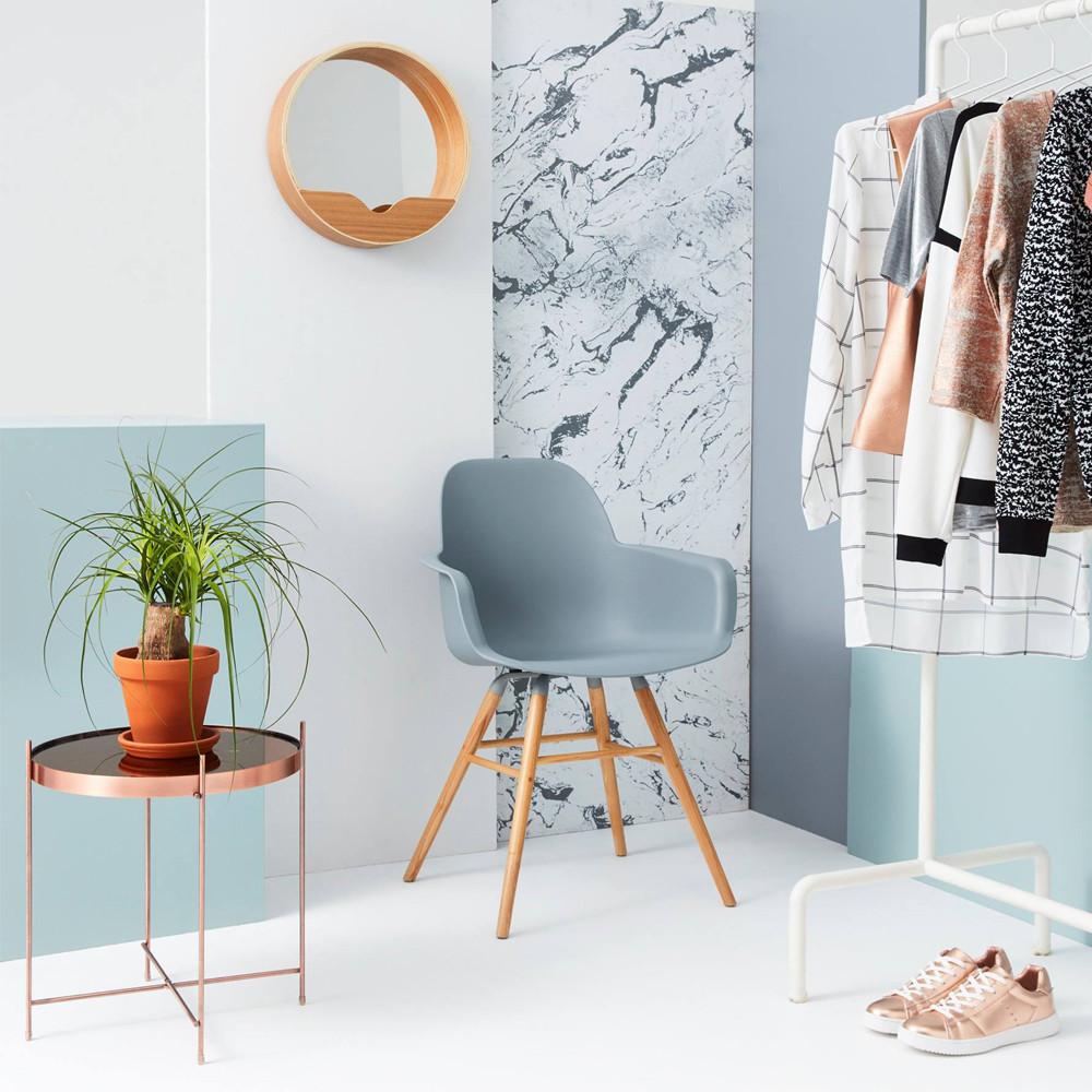 2 fauteuils de table en résine gris clair