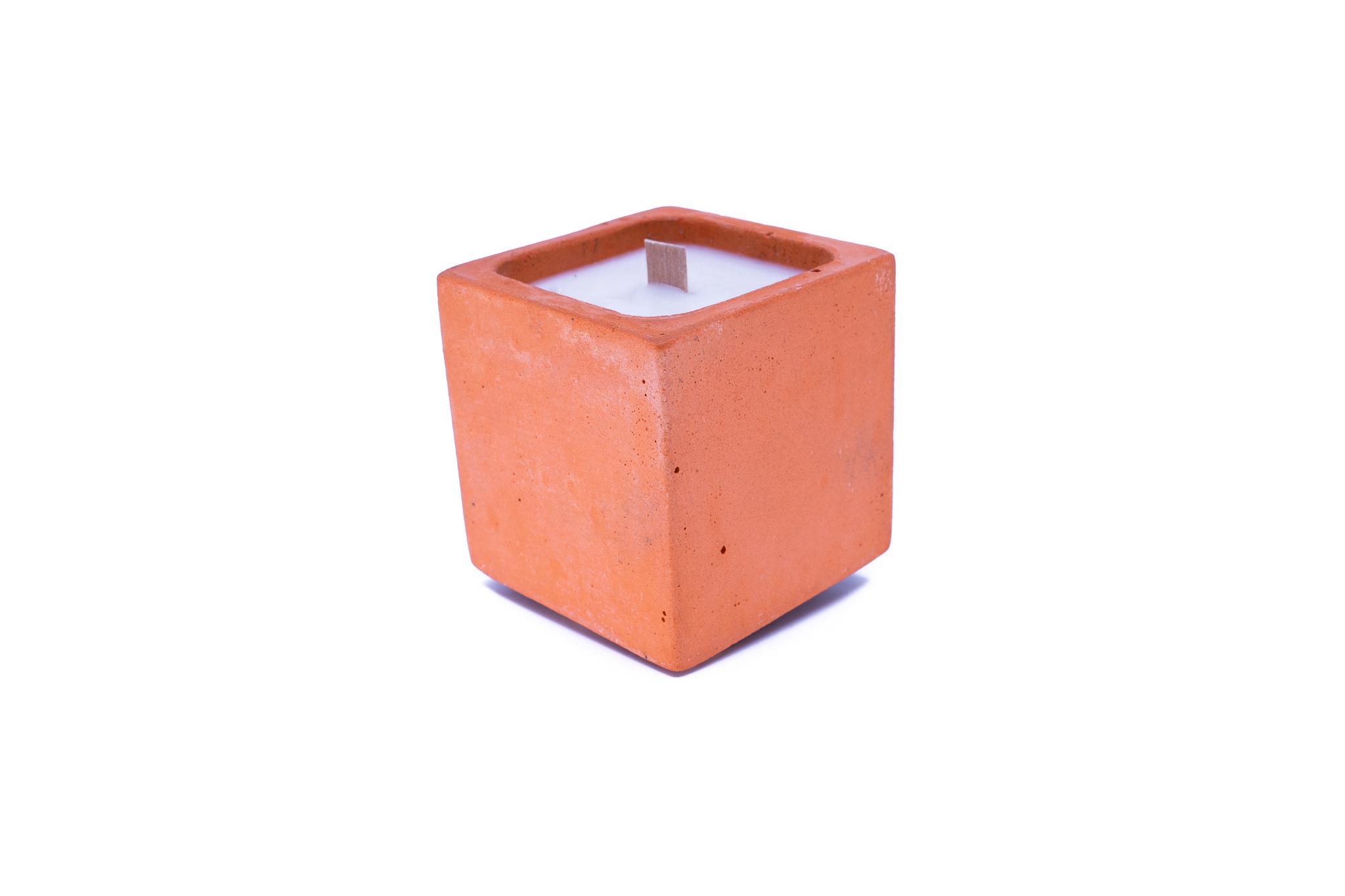 Bougie en béton coloré orange fleur oranger