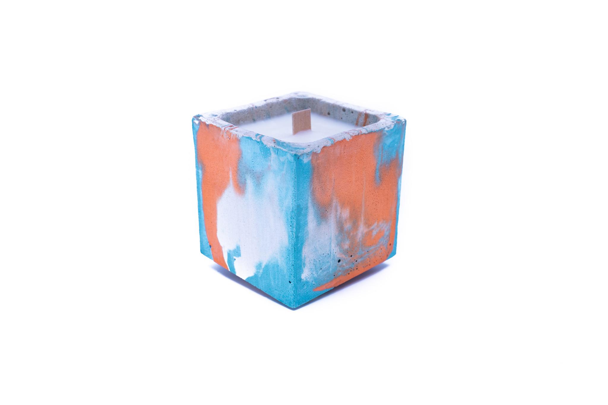 Bougie béton coloré marbré turquoise et orange fleur oranger