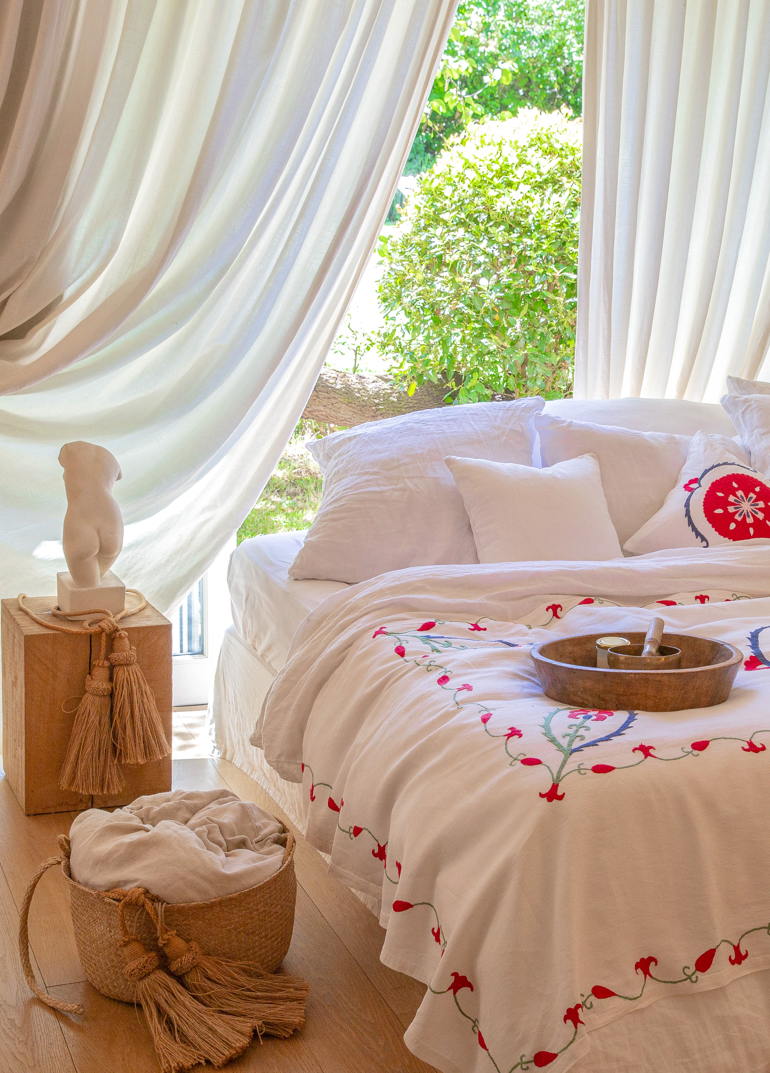 ANOR -Jeté de lit brodé à la main en lin ivoire 240x140 cm