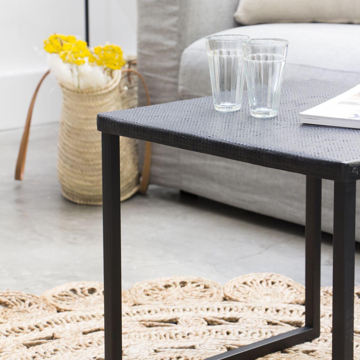 Table basse carrée métal gravé noir