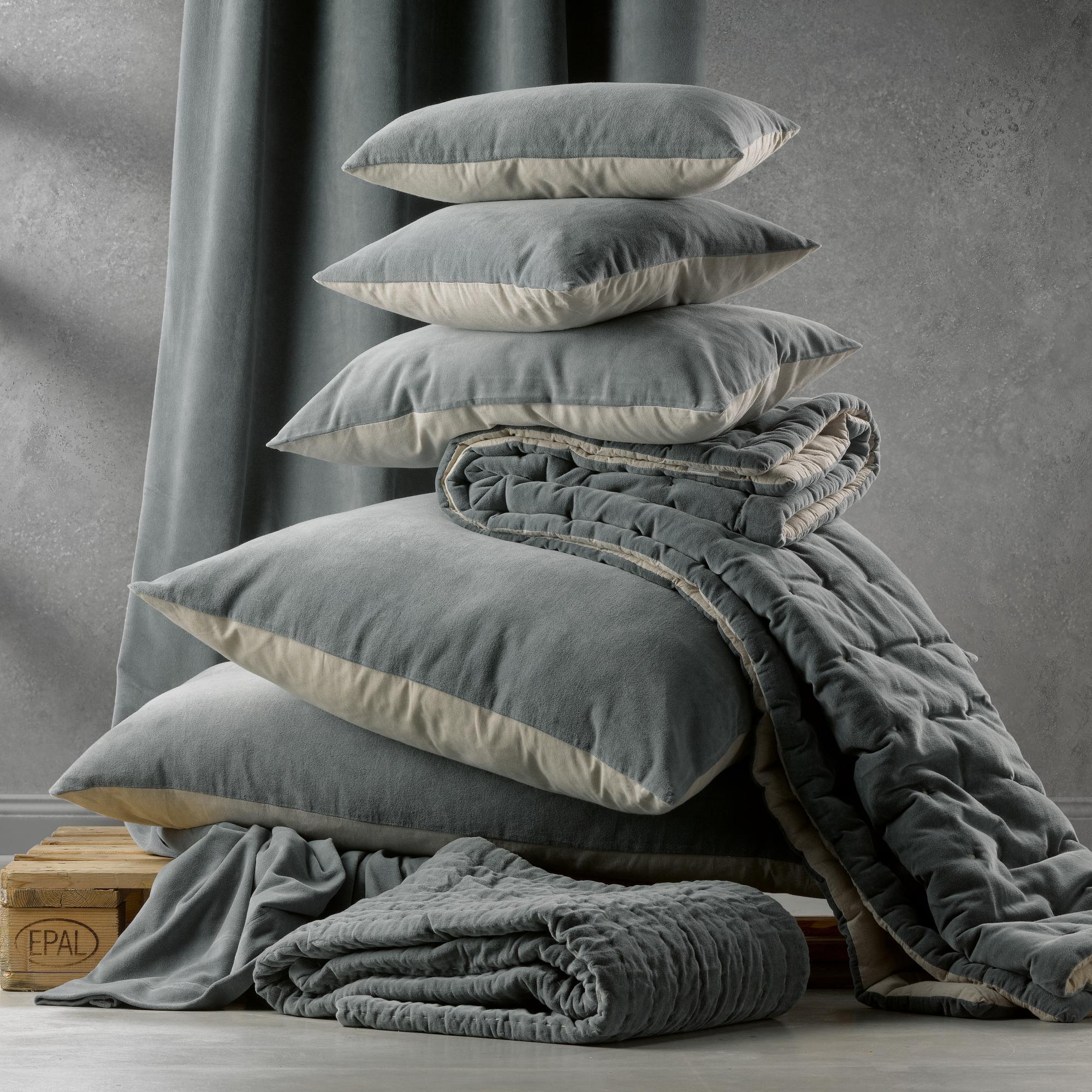Coussin  en coton vert de gris 40 x 65