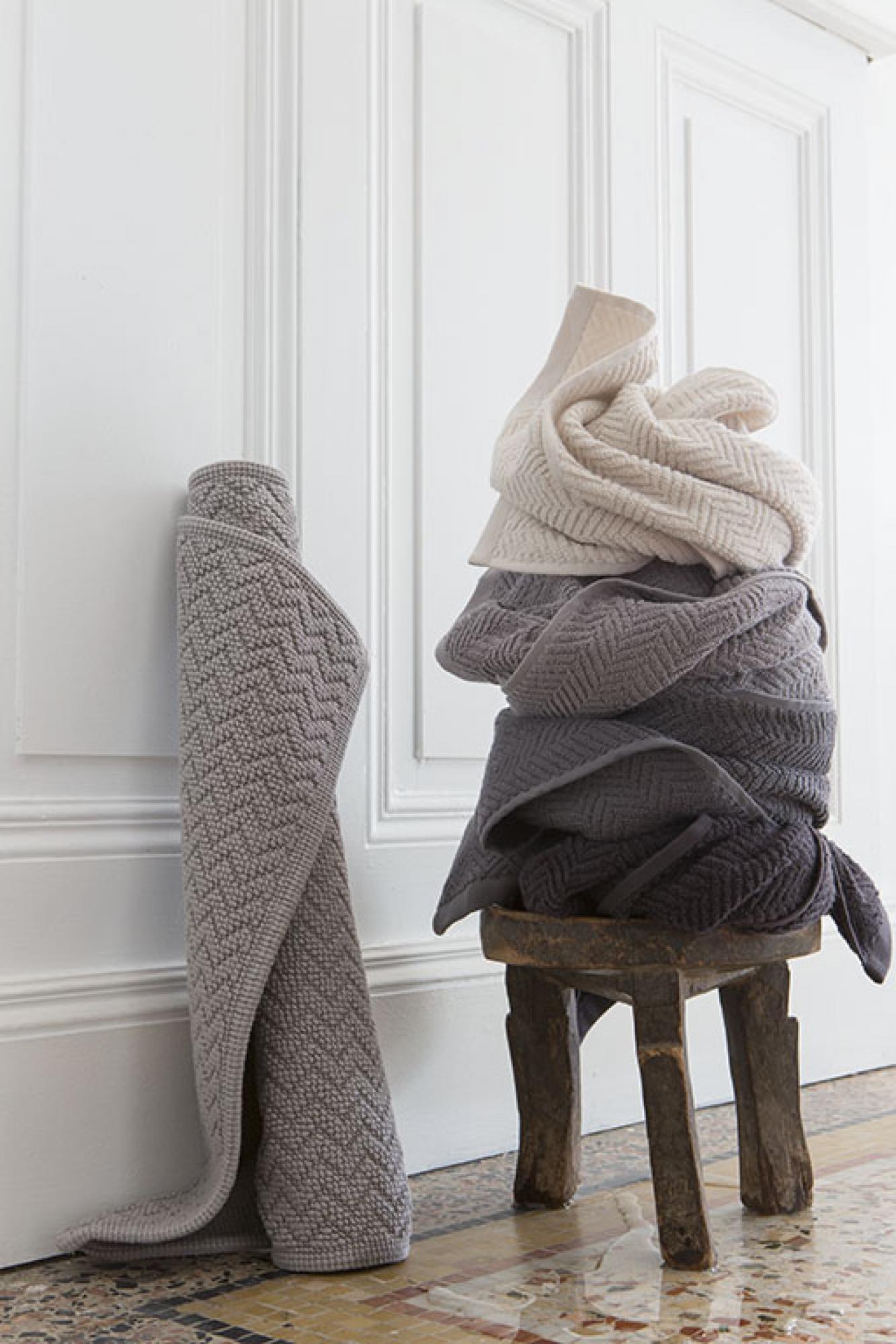 Serviette de toilette  en coton carbone 50 x 100