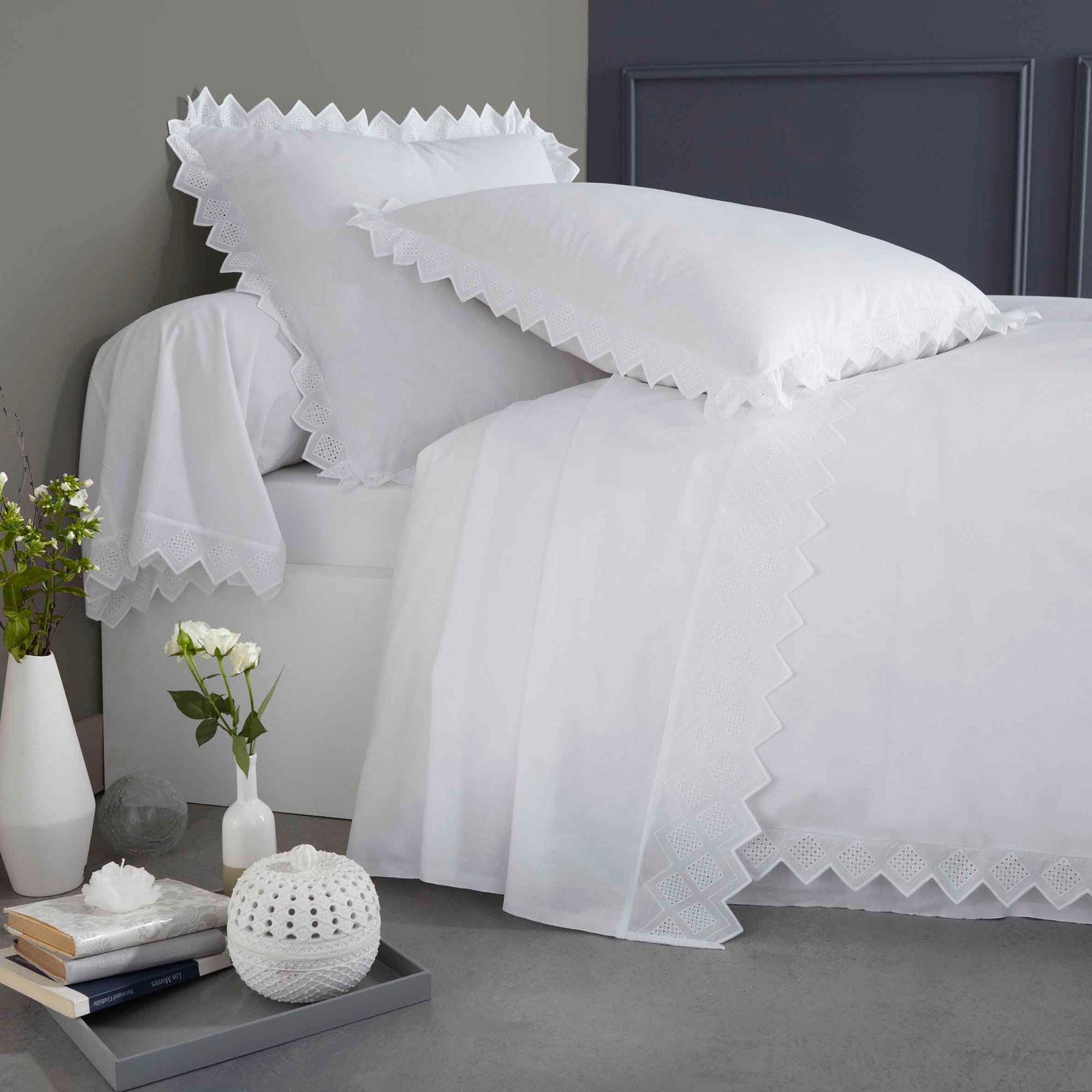 Housse de couette brodée en coton blanc 200x200