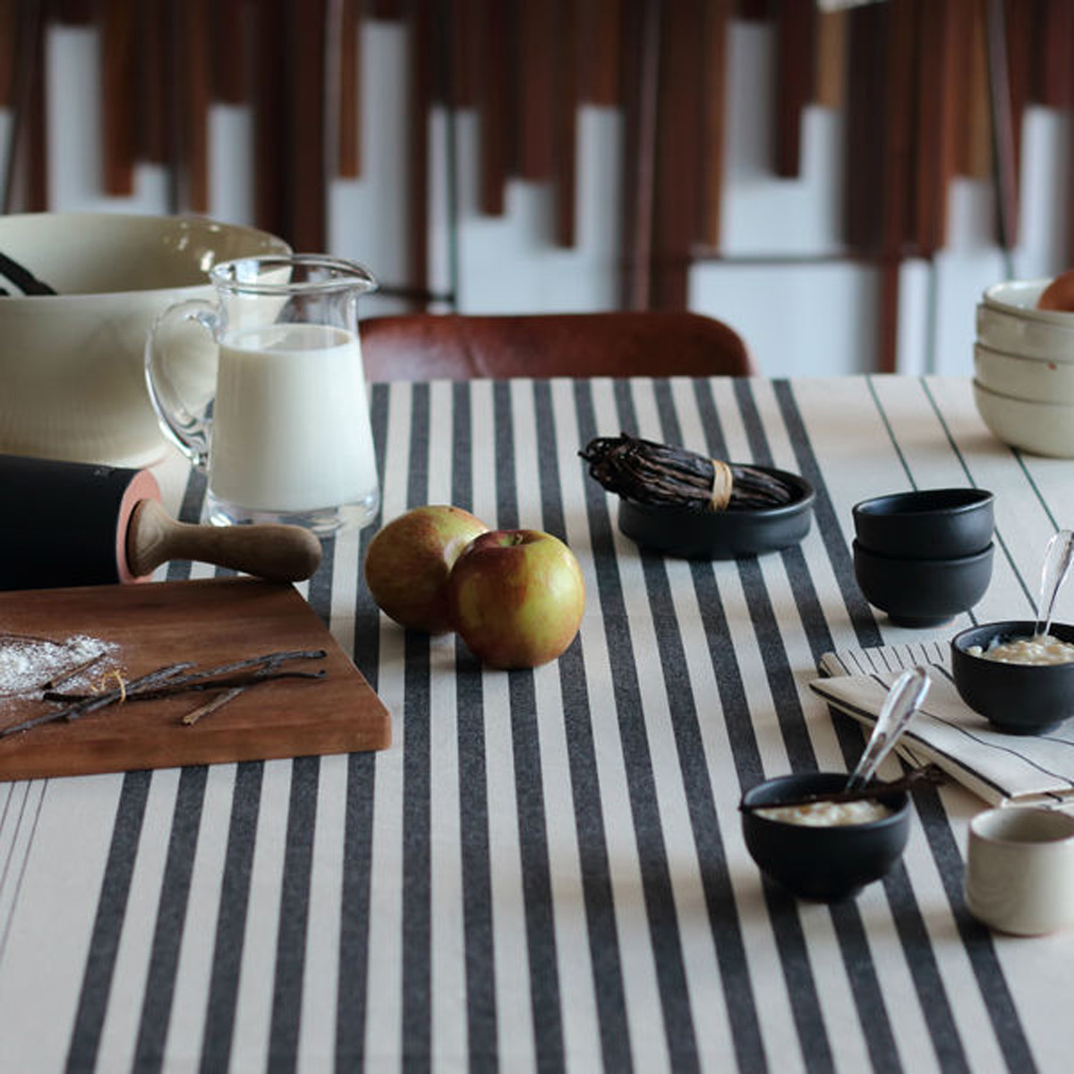 Nappe 4 couverts en coton ecru noir 160x160cm