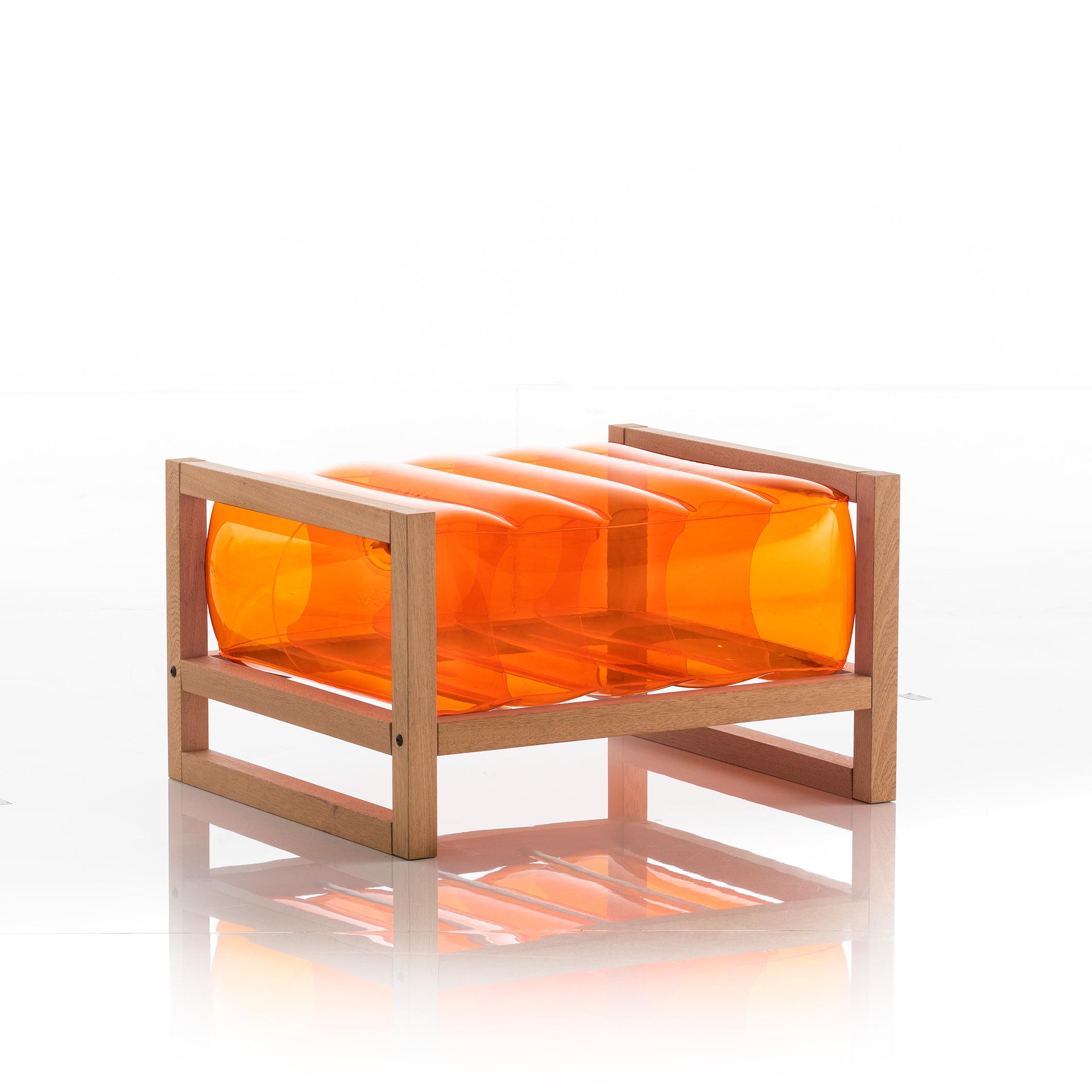 Pouf en bois et tpu orange