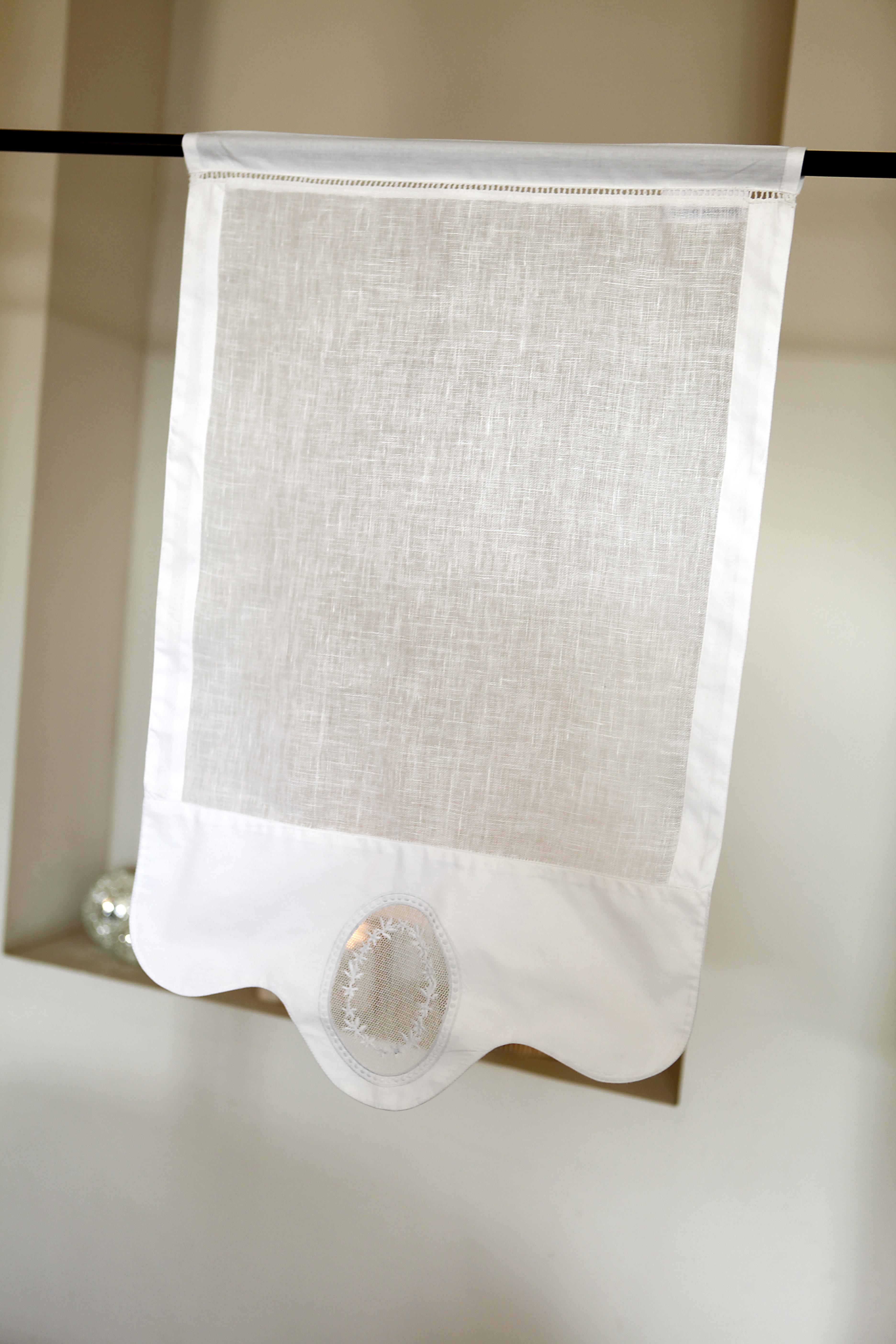 Brise bise en lin blanc et broderies 45X70 CM