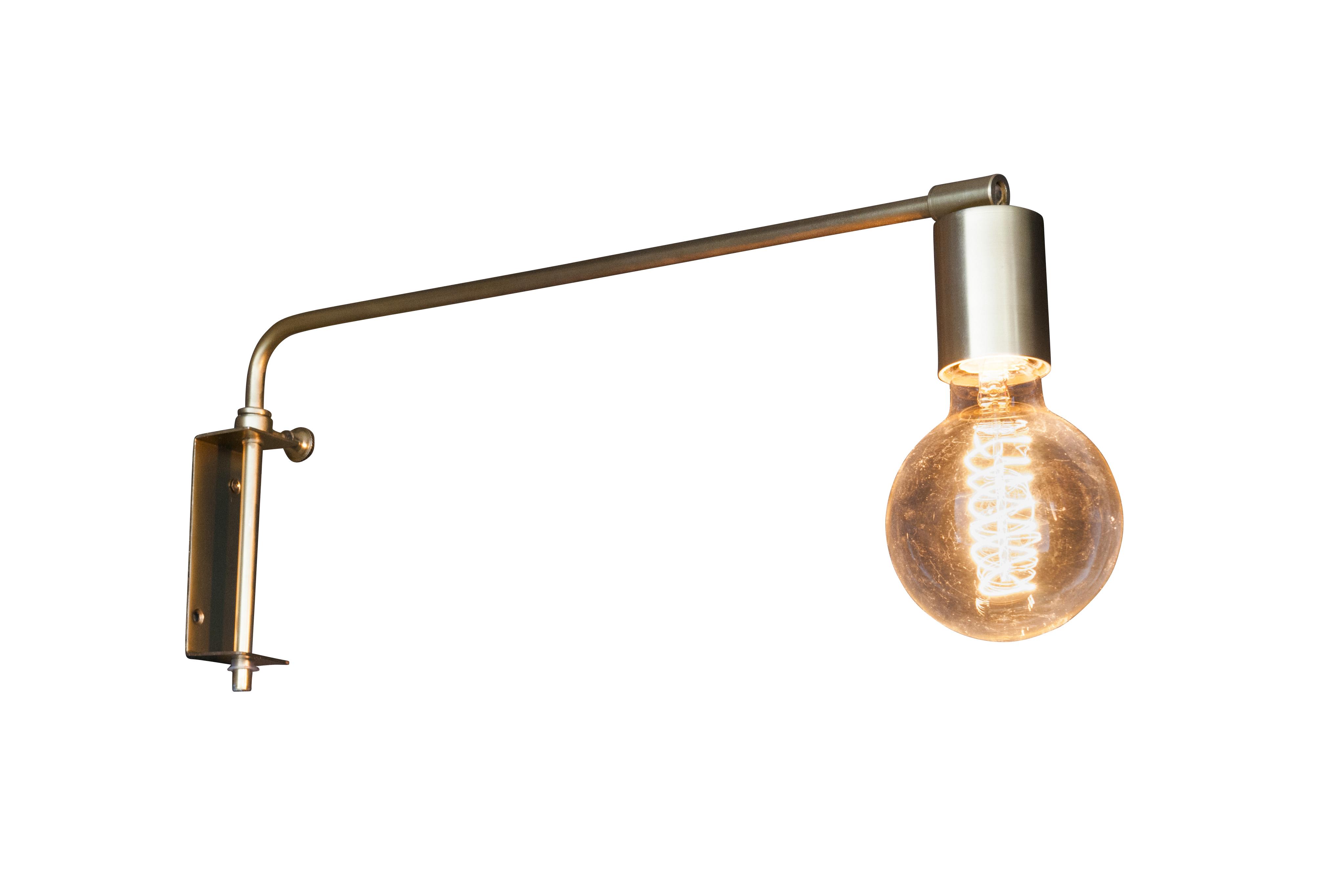 Lampe murale en métal doré