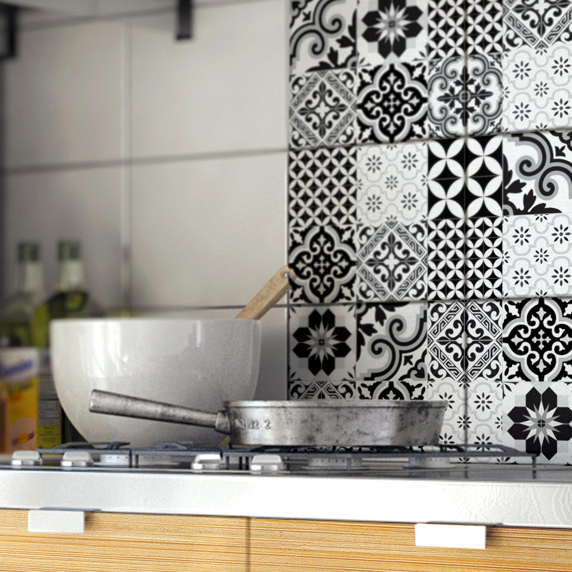 Crédence adhésive en vinyle imprimé carreaux ciment noir 40x100 cm