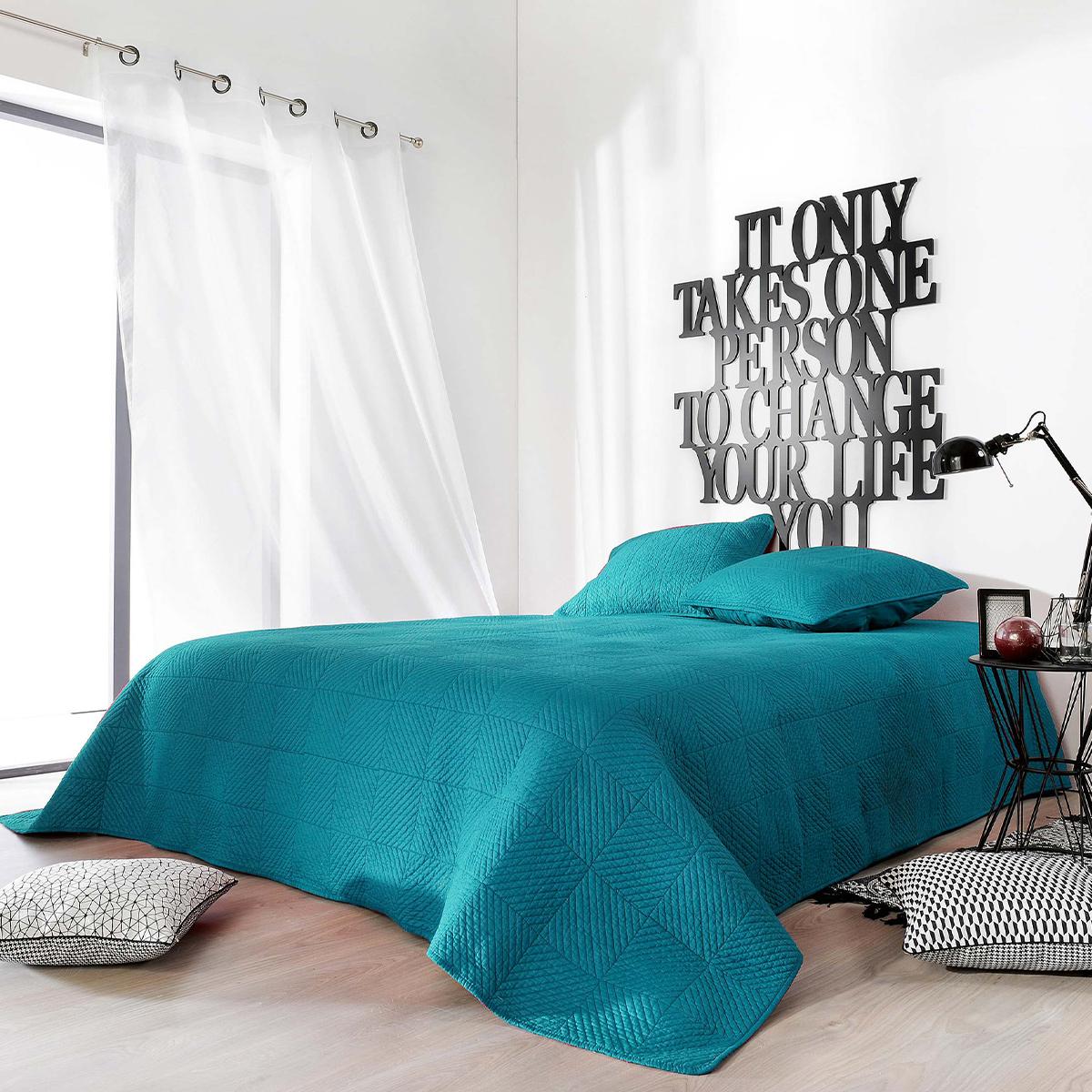 Couvre lit matelassé façon boutis en coton coton bleu 240x180