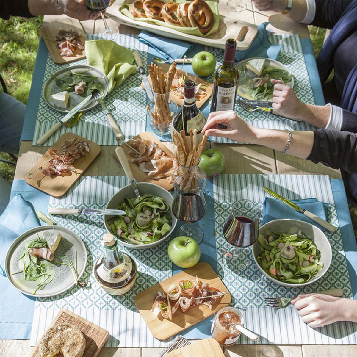 Chemin de table en satin de coton vert menthe 55x140