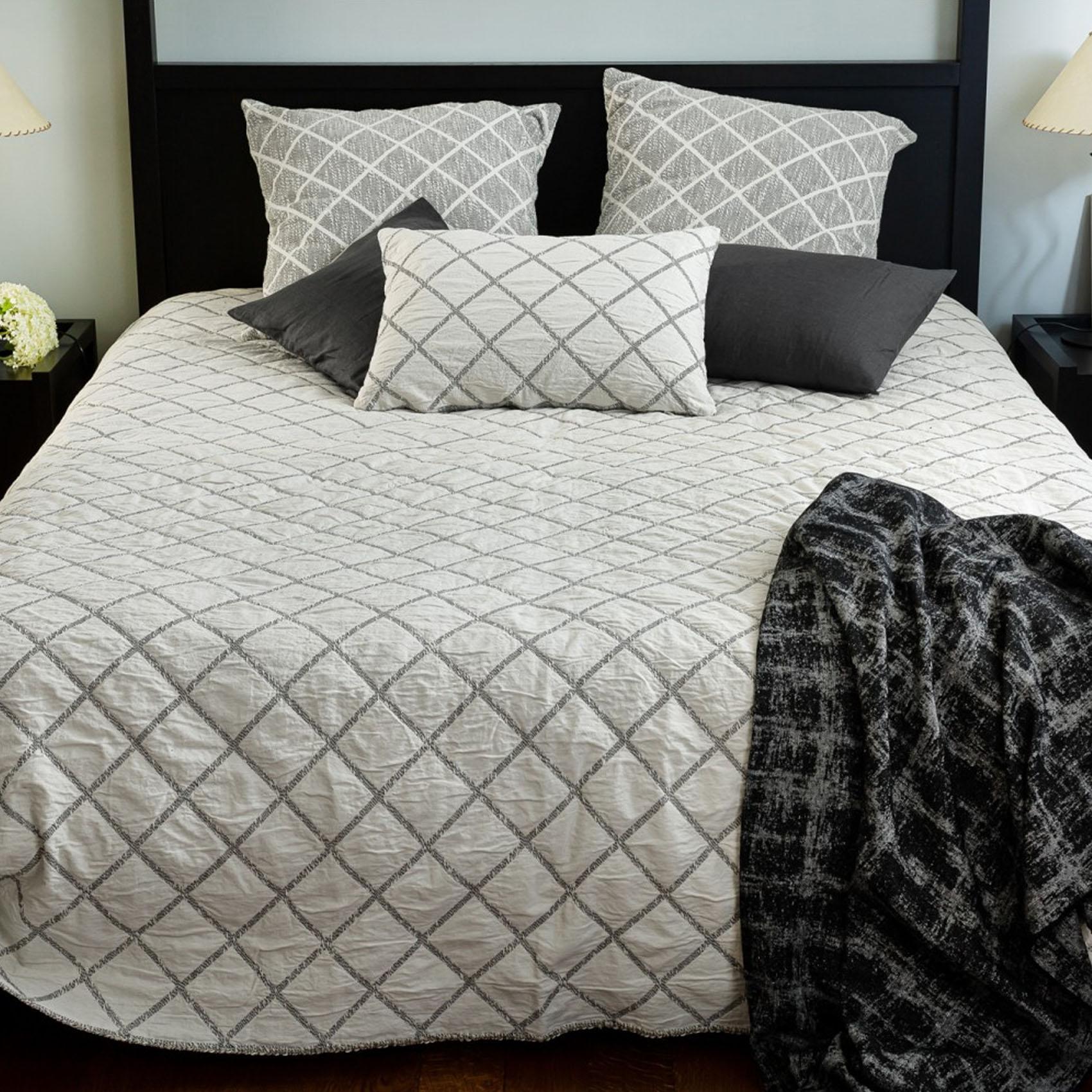 Dessus de lit réversible motif losange coton noir et ecru 250x230