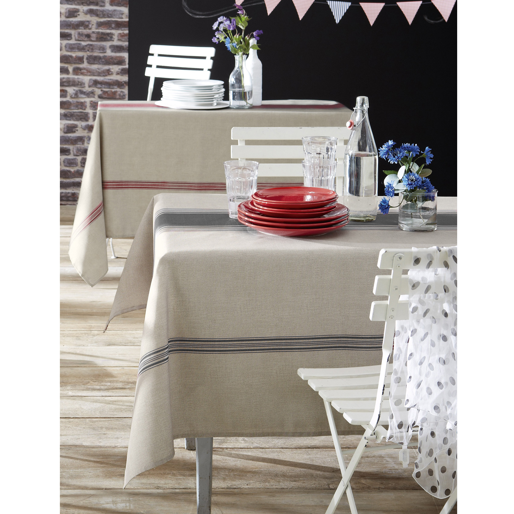 Nappe bistro polyester rouge 200x150