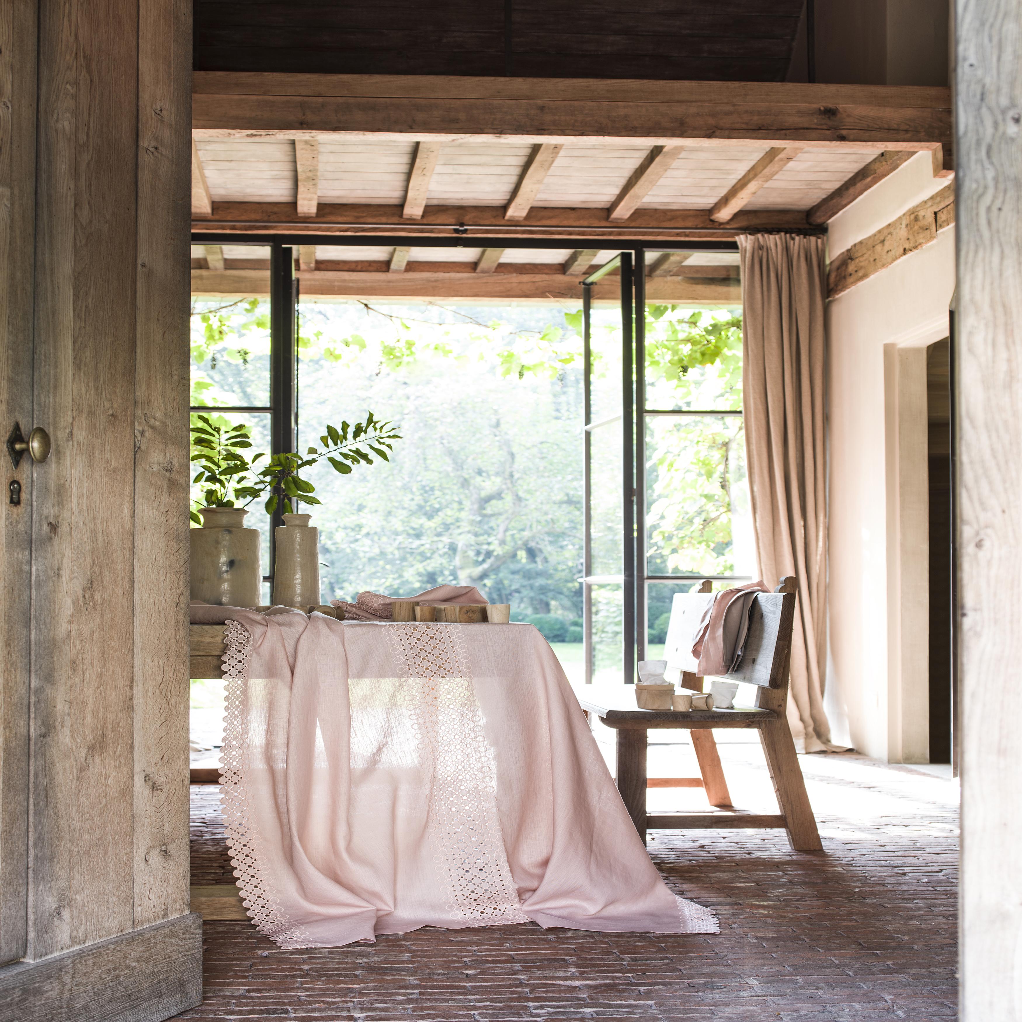 Chemin de table en lin rose 55x150
