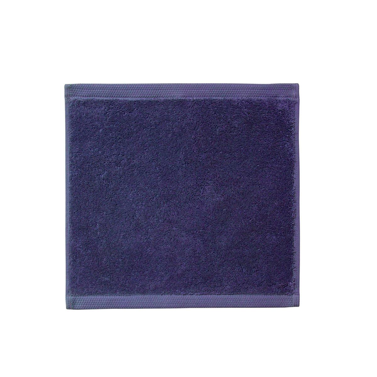 Carré visage en bleu marine 30x30