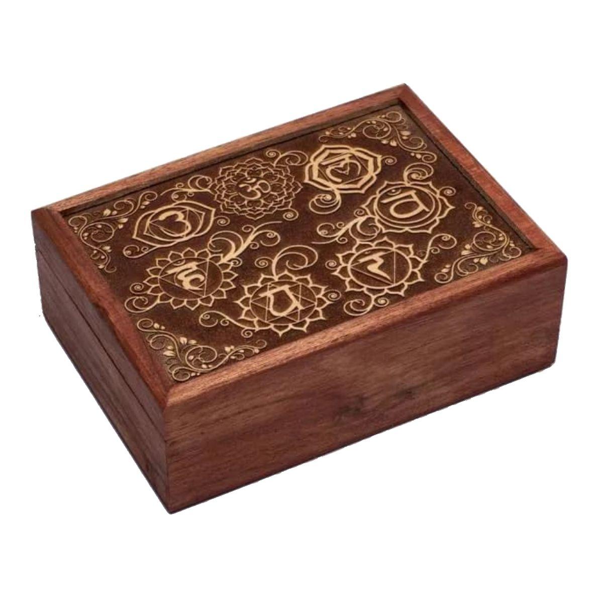 Boite chakras en bois sculpté 18x13cm