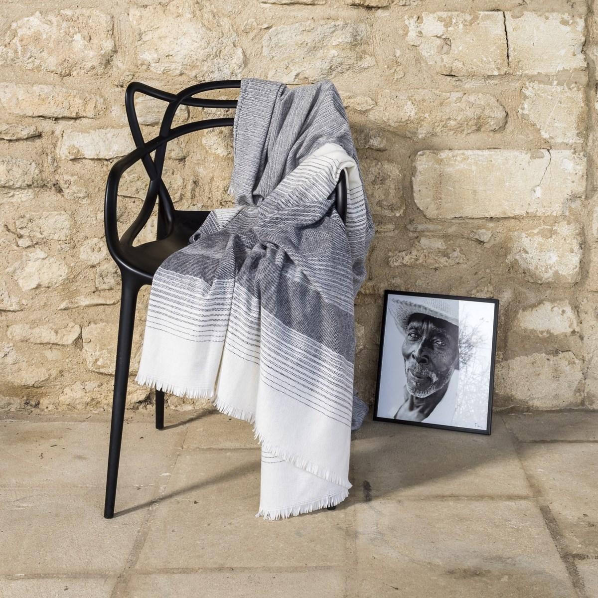 Plaid Fin Doux en Laine Noir 150x200 cm