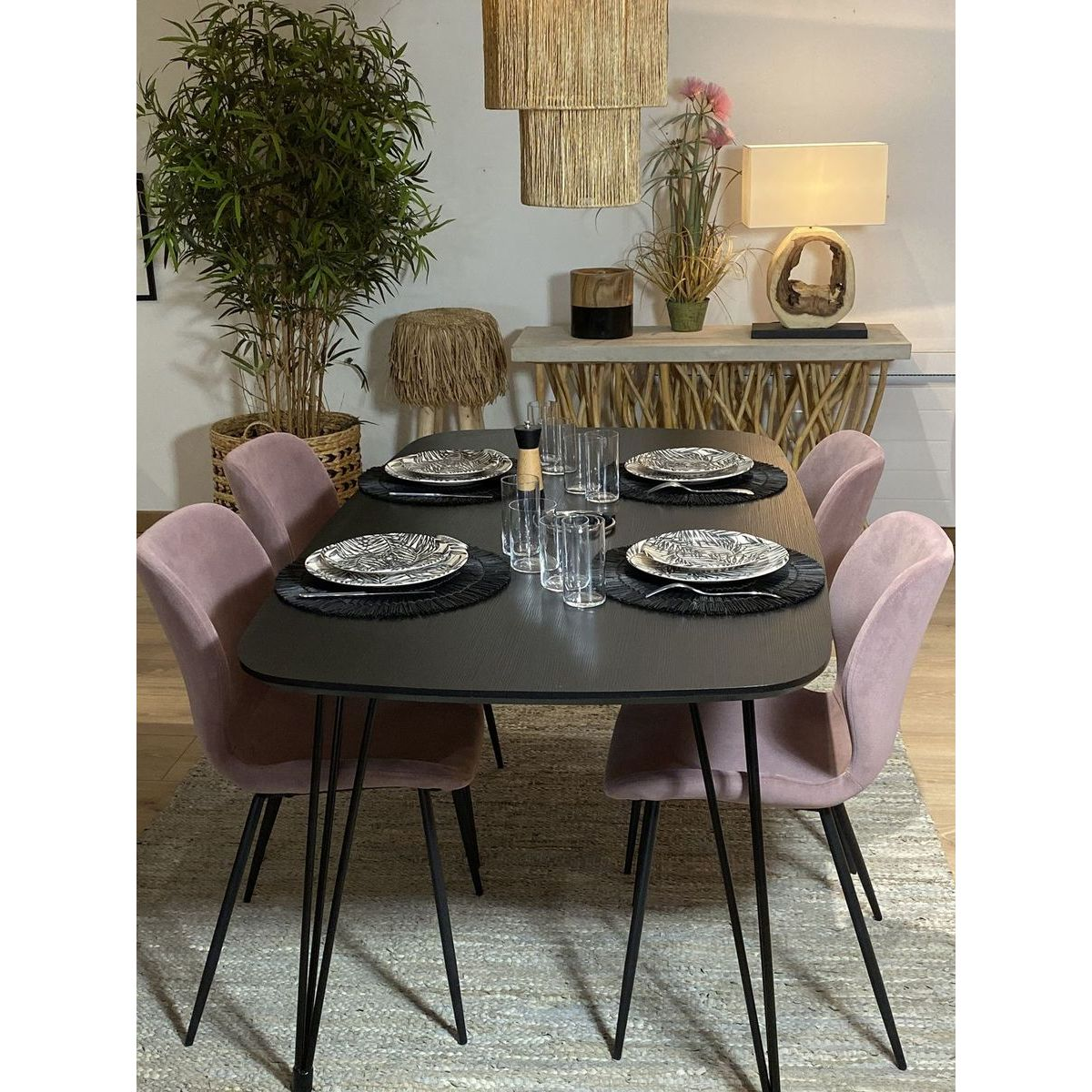 Lot de deux chaises en velours rose
