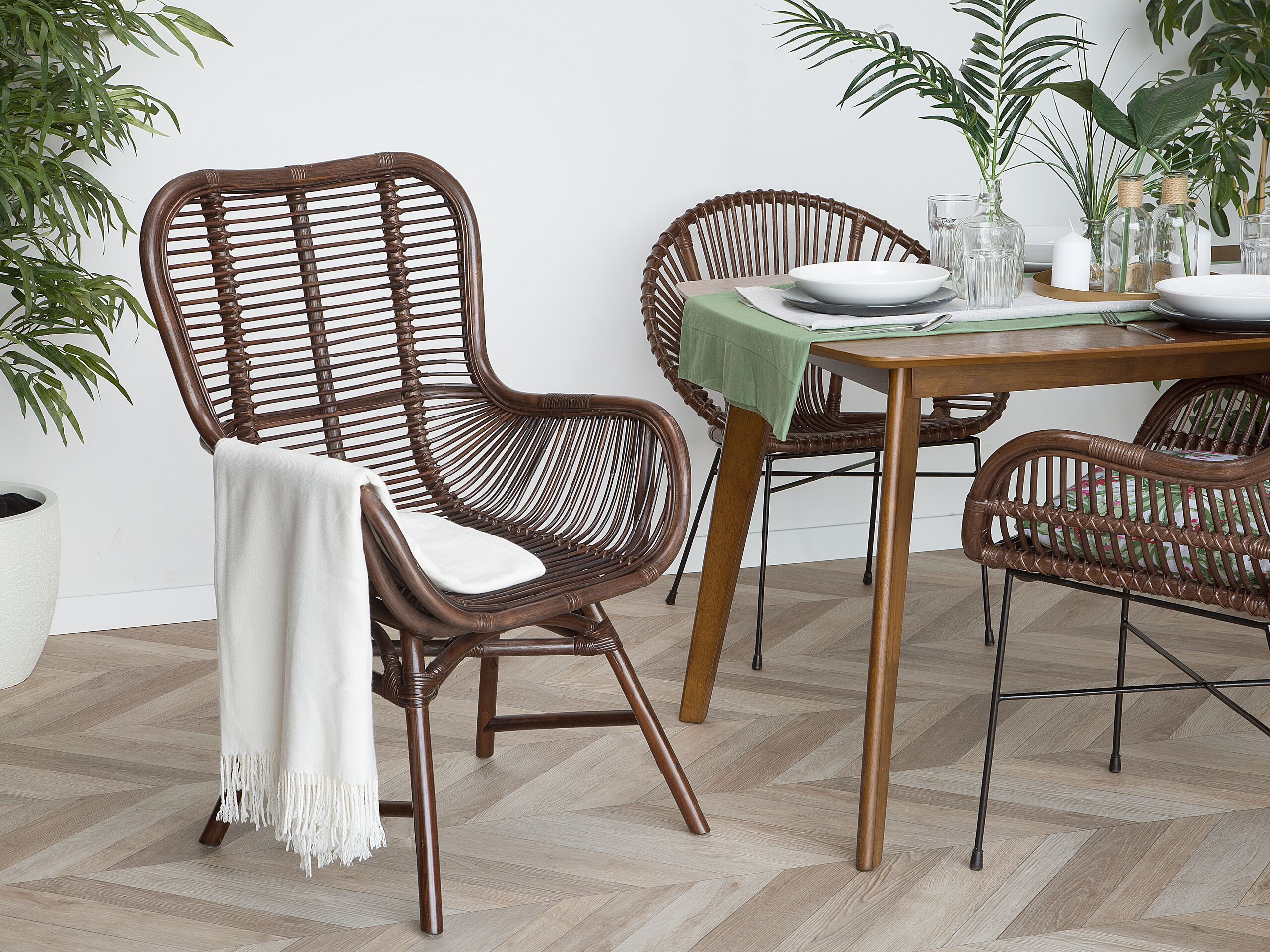 Chaise en rotin marron