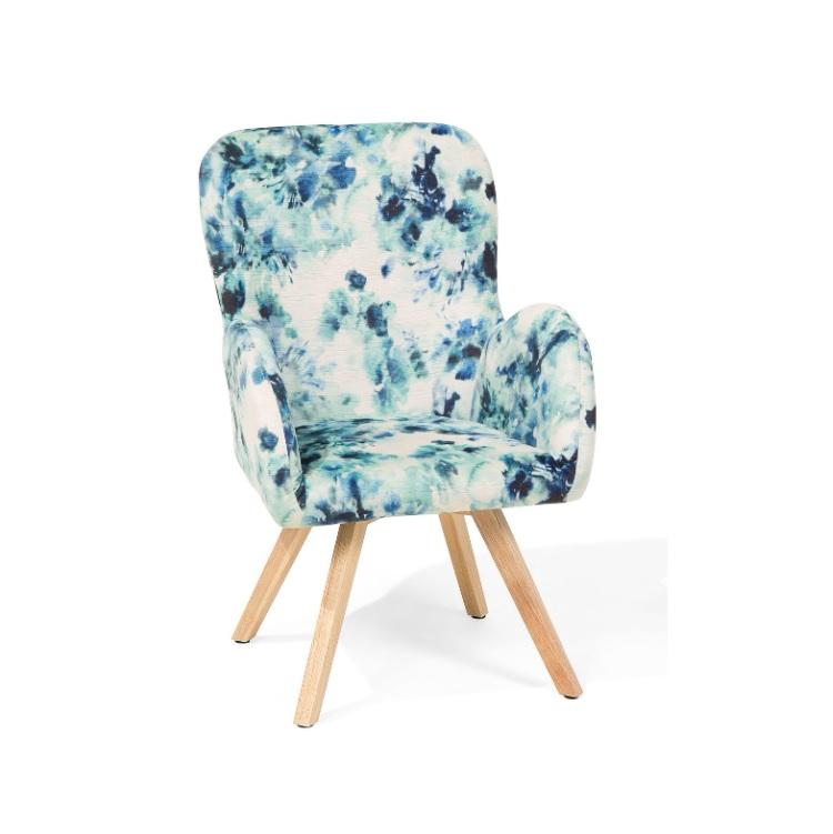 Fauteuil bleu avec motif floral