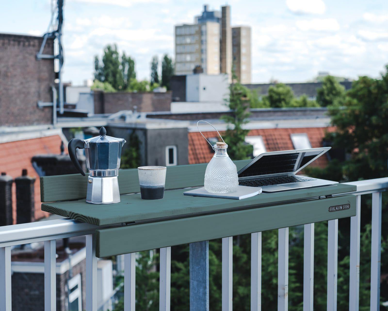 Bar table pour balcon en pin bleu balustrade en verre