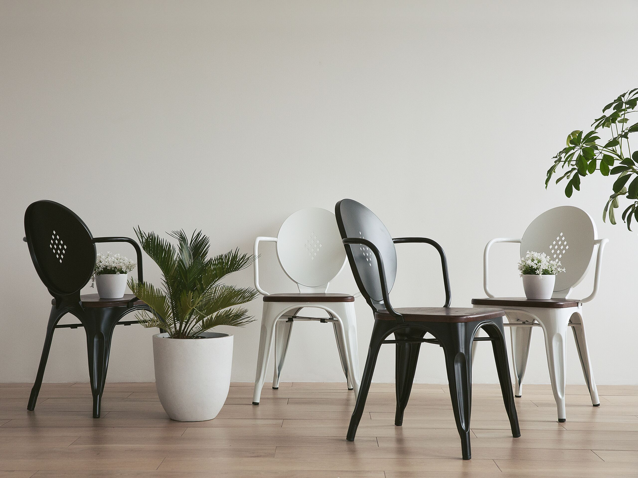 Chaise de salle à manger en métal blanc
