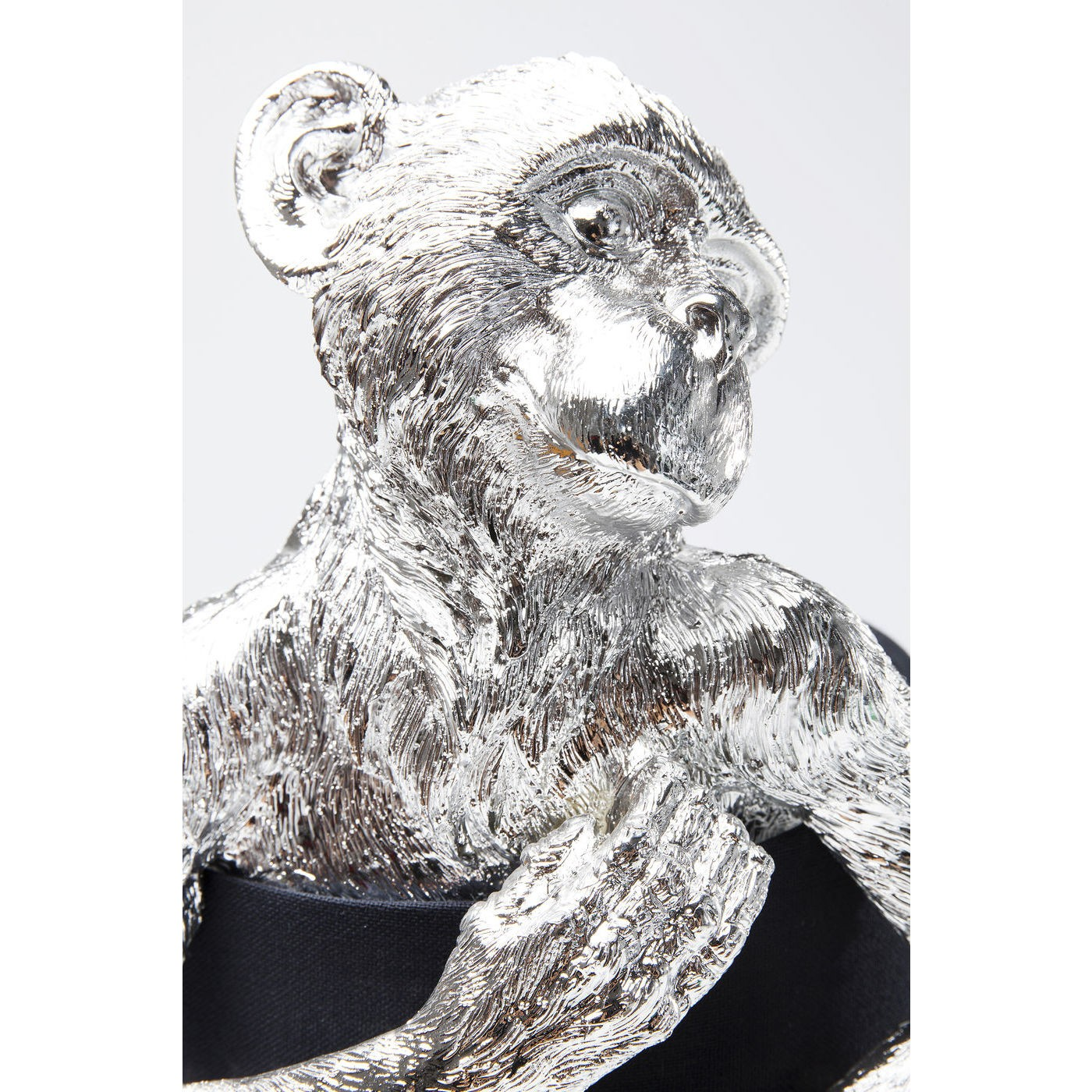 Lampe singe argenté en polyrésine et abat-jour en lin noir