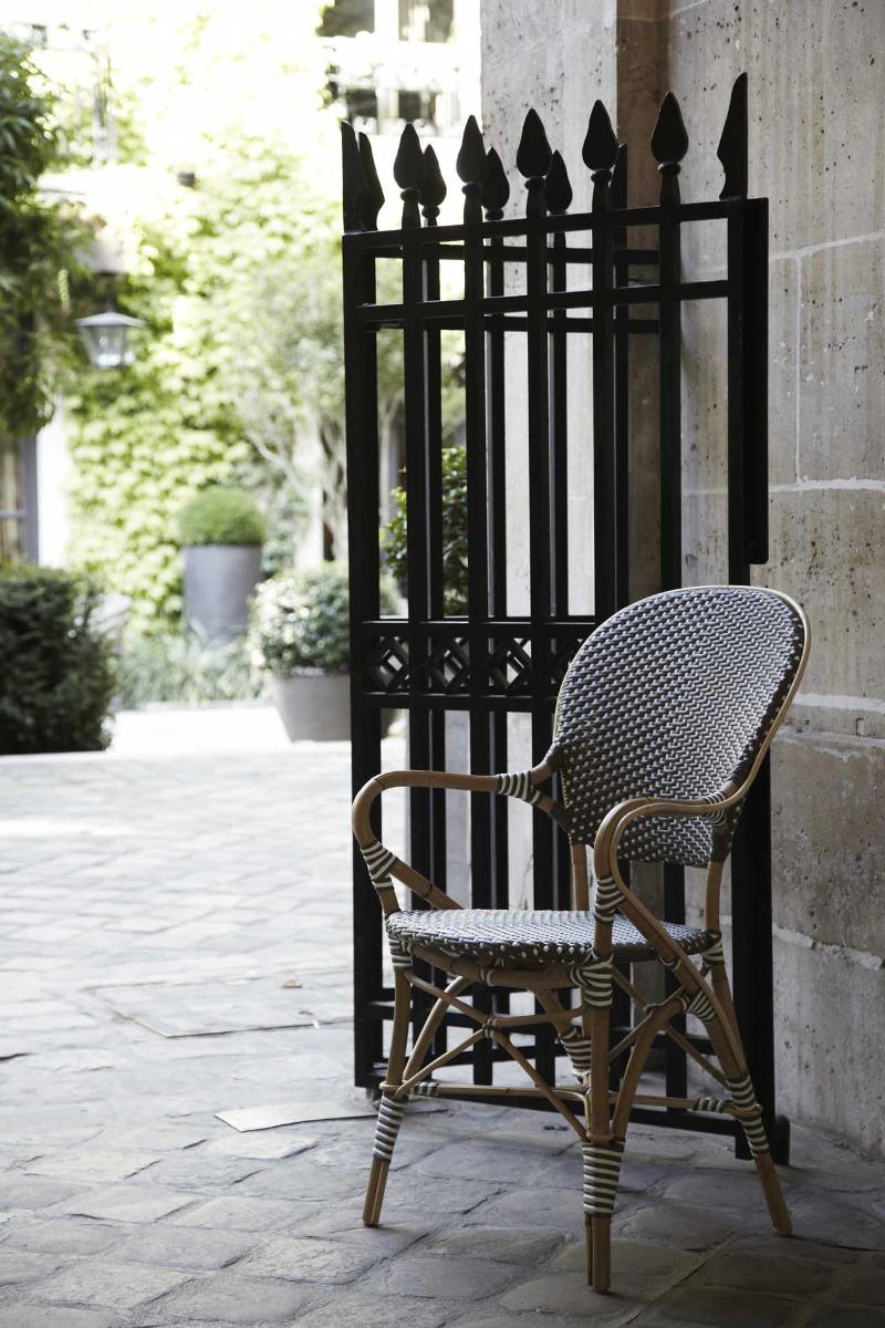 Chaise repas empilable rotin et fibre synthétique cappuccino