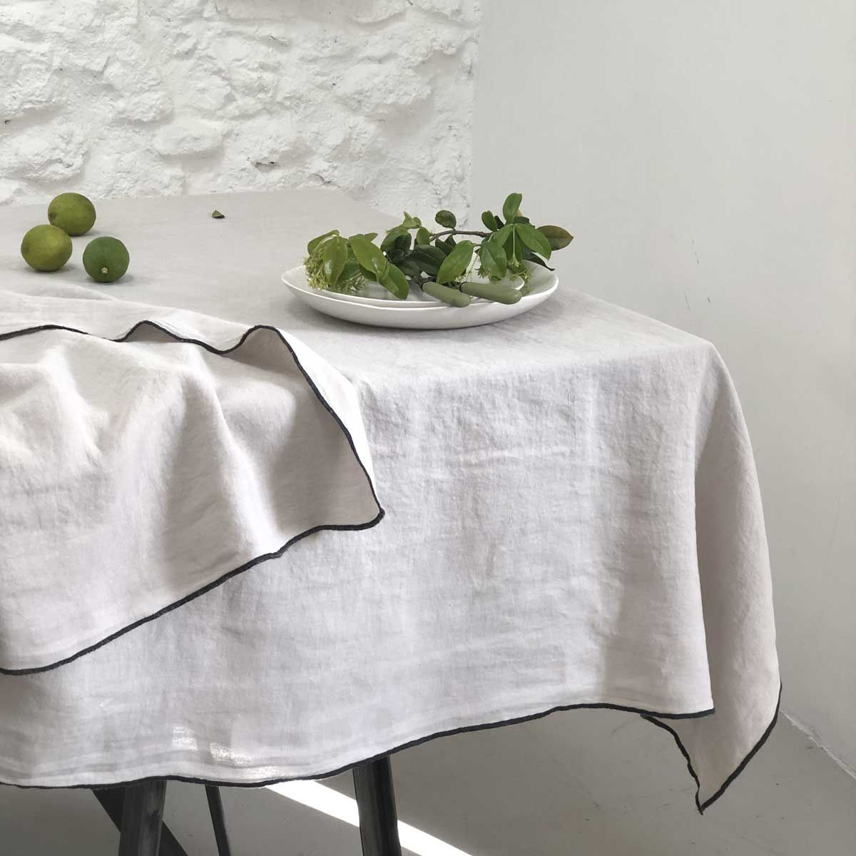 Nappe en lin lavé et surjet beige -   170 x 300