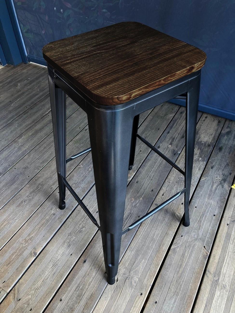 Tabouret de bar en acier gris et bois foncé