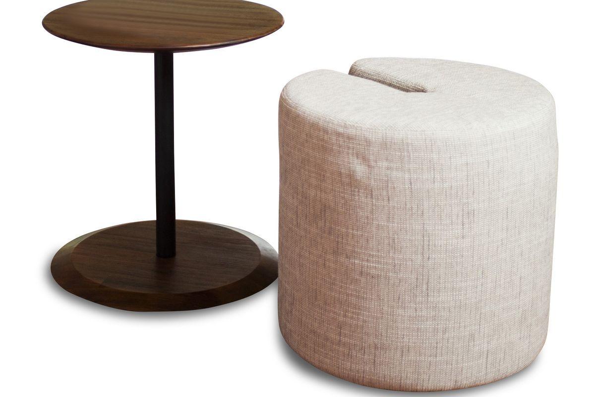 Table d'appoint en bois marron et pouf en tissu beige