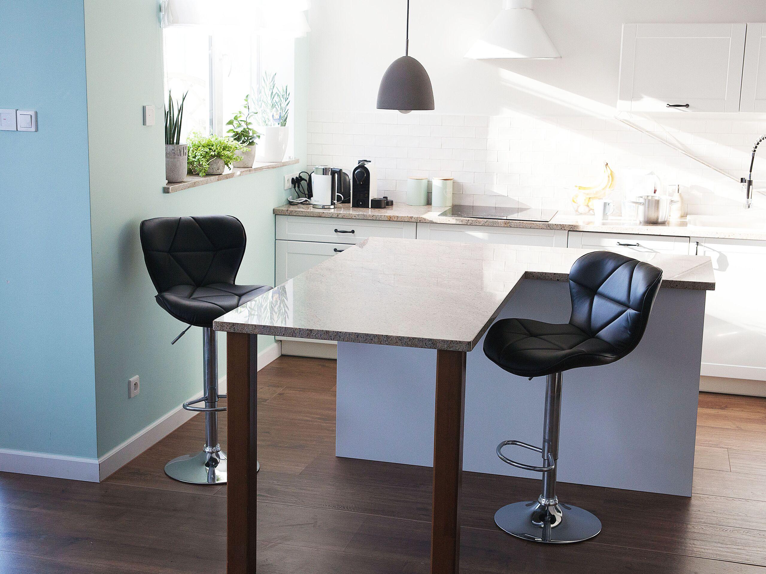 Lot de 2 chaises de bar en simili-cuir noir