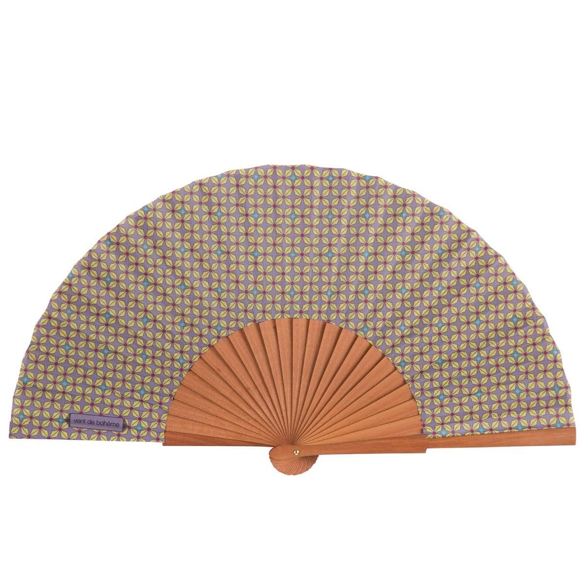Éventail en bois de merisier et coton imprimé graphique