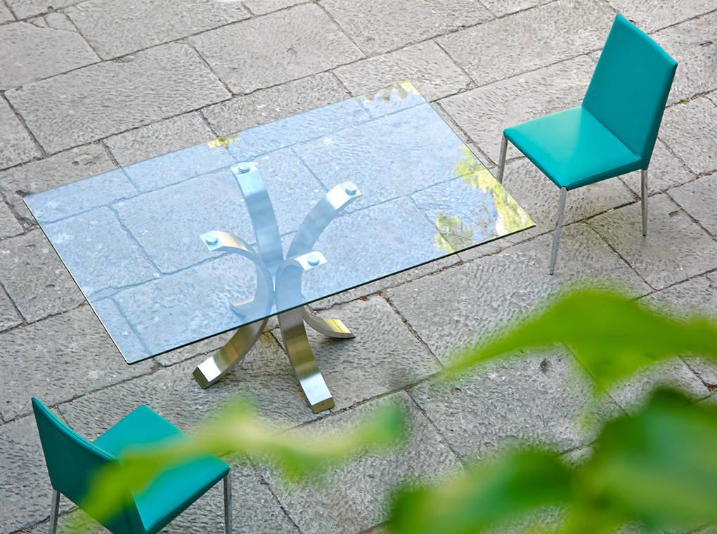 Table à manger en verre trempé et pieds en acier L140