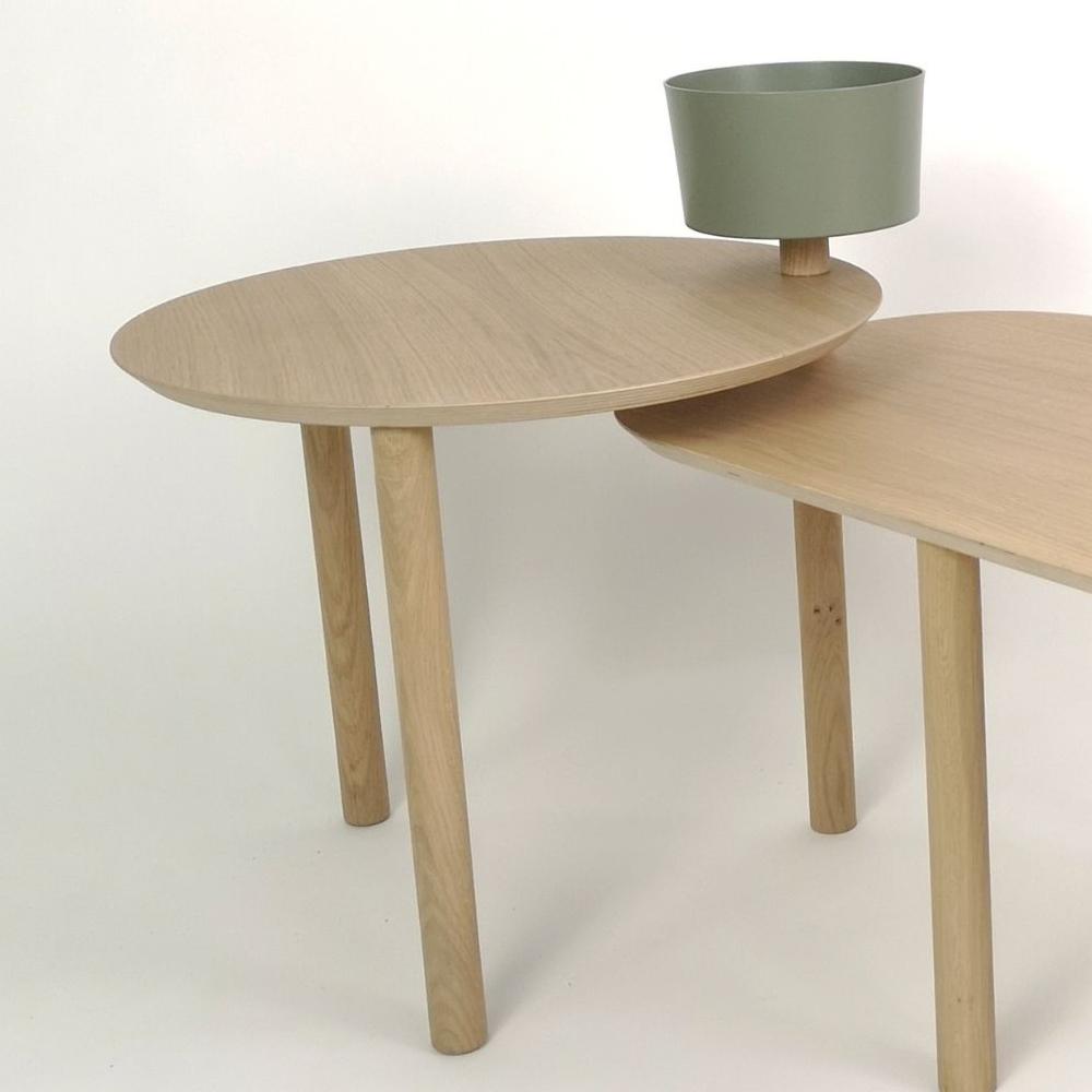 Table basse avec un bol et plateau pivotant en chêne et métal vert